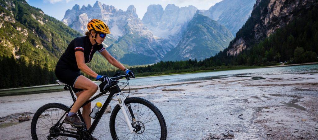 keres kerékpáros nő