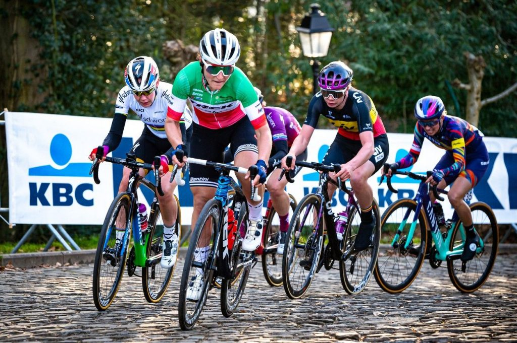 Women racing