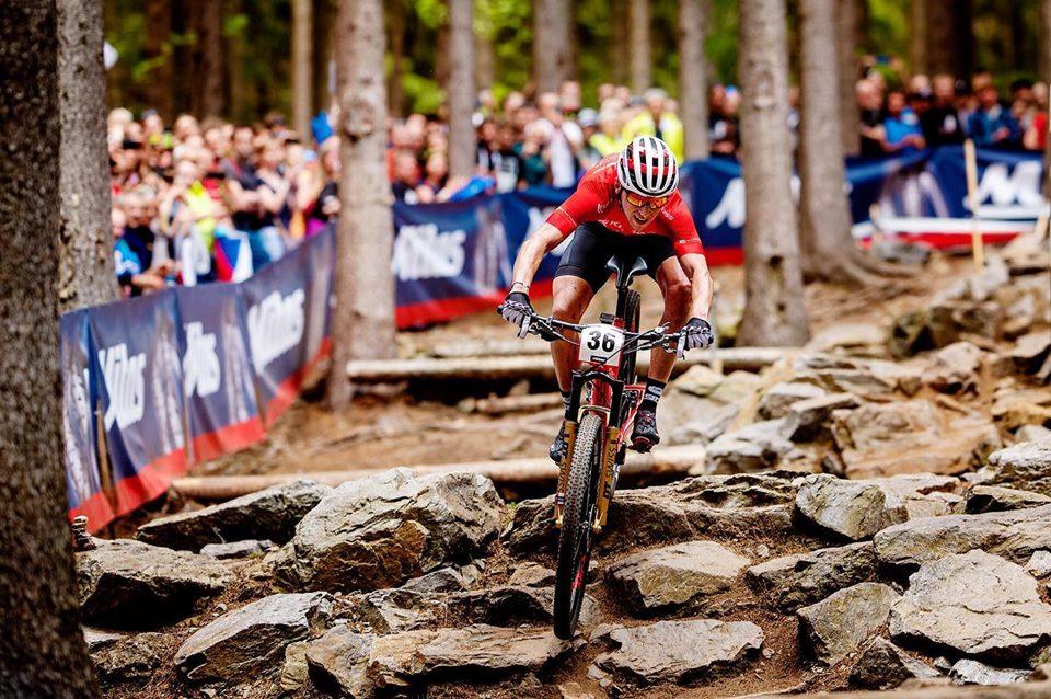 Ondřej Cink na trati závodu v Novém Městě na Moravě. Foto: UCI MTB World Cup: Nové Město na Moravě.