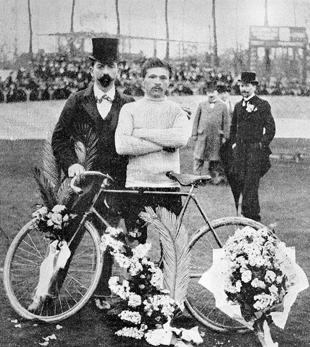 1903: Vítěz Tour de France Maurice Garin.