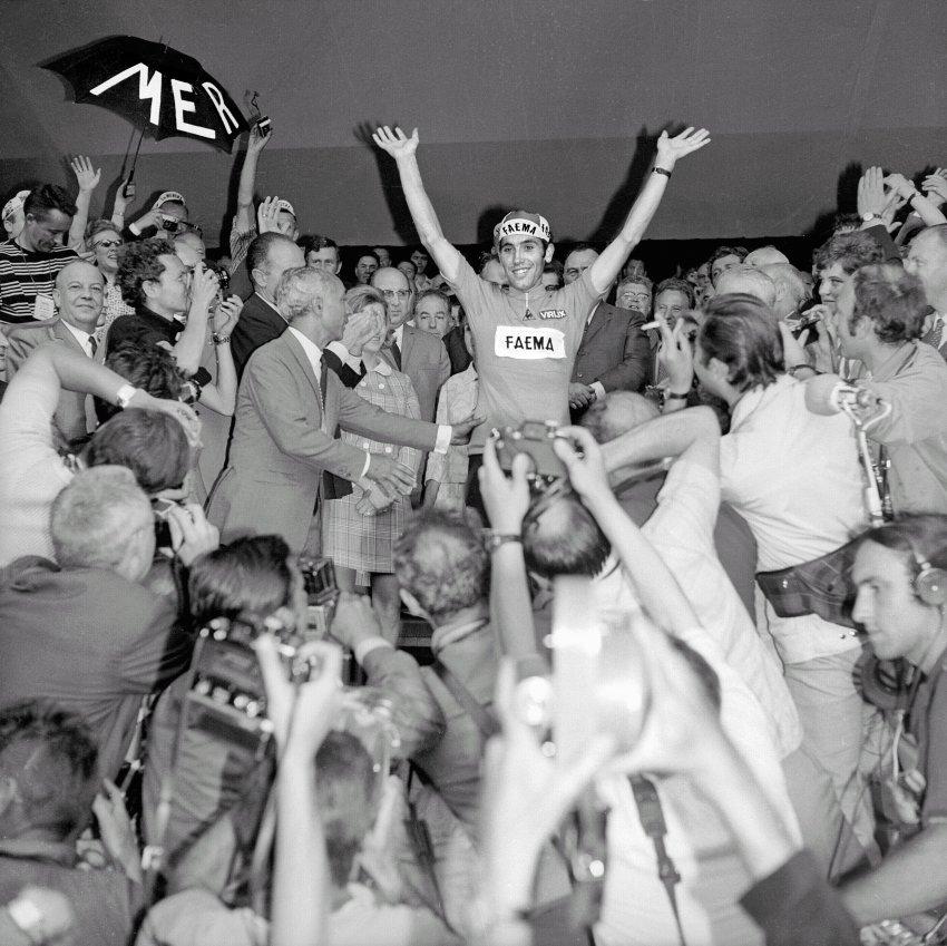 1969: Začátek Kanibalovy vlády nad pelotonem. Eddy Merckx vyhrál Tour pětkrát v letech 1969 až 1974 a je považován za nejlepšího cyklistu historie.