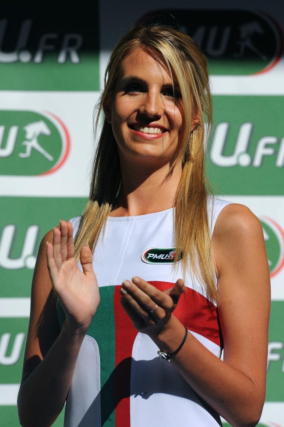 Hostesky, patřící desetiletí ke stupňům vítězů při Tour de France, letos vyhlašování vítězů provázet nebudou.