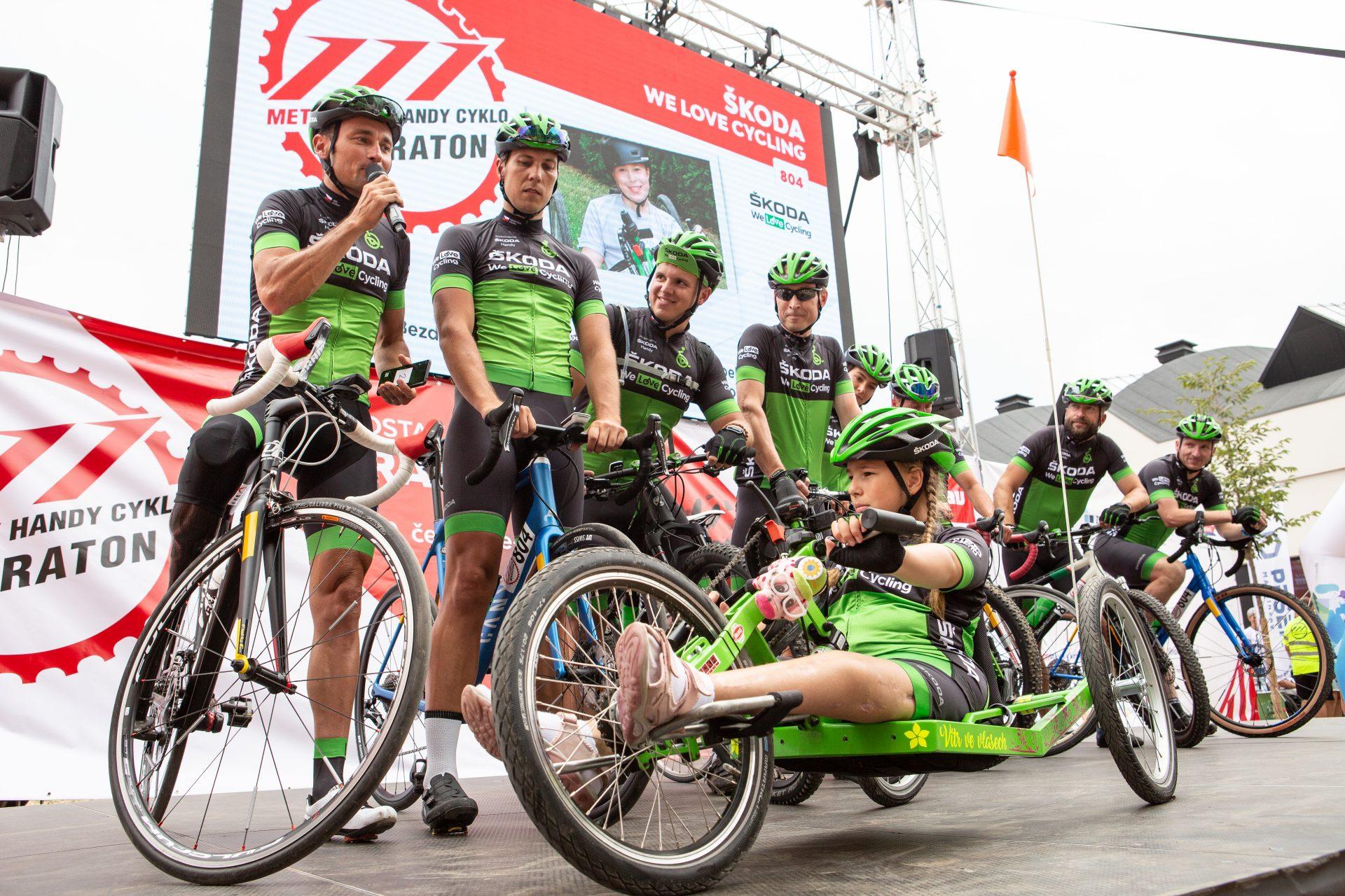 Tým We Love Cycling na startu loňského ročníku Metrostava Handy Cyklomaratonu.