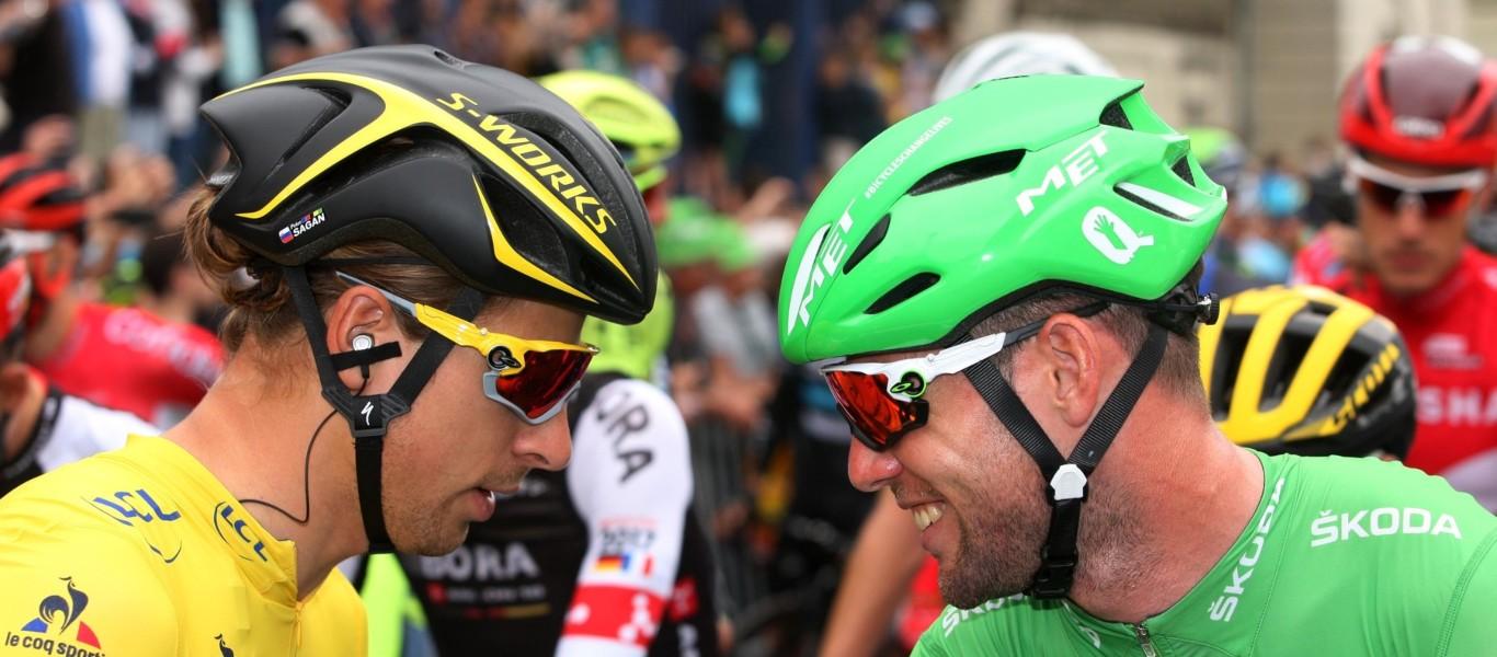 Mark Cavendish (vpravo) a Peter Sagan na Tour de France.