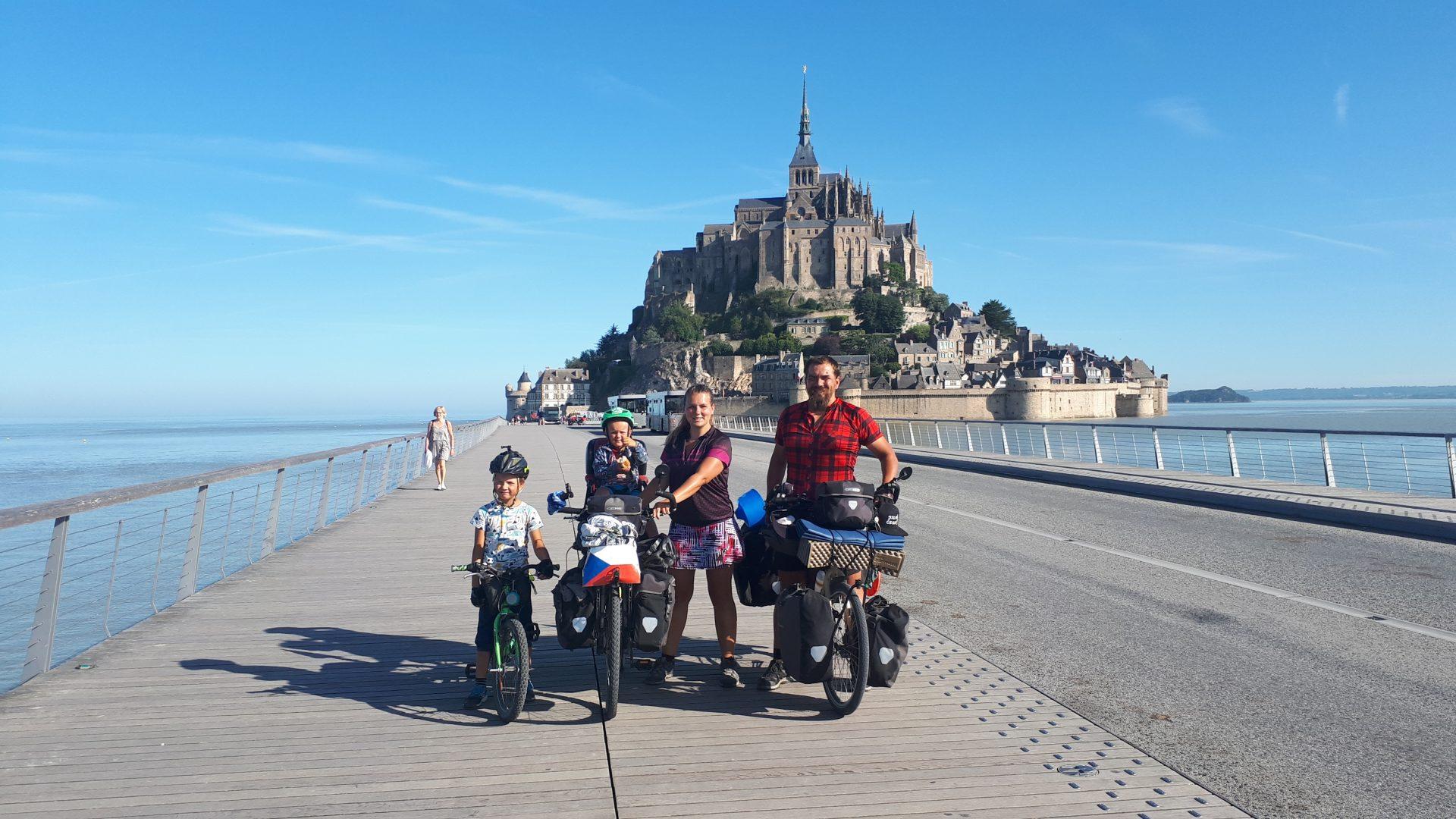 Berkovi během jedinečného výletu navštívili i klášter Mont Saint Michel ve Francii. Foto: archiv rodiny Berkových