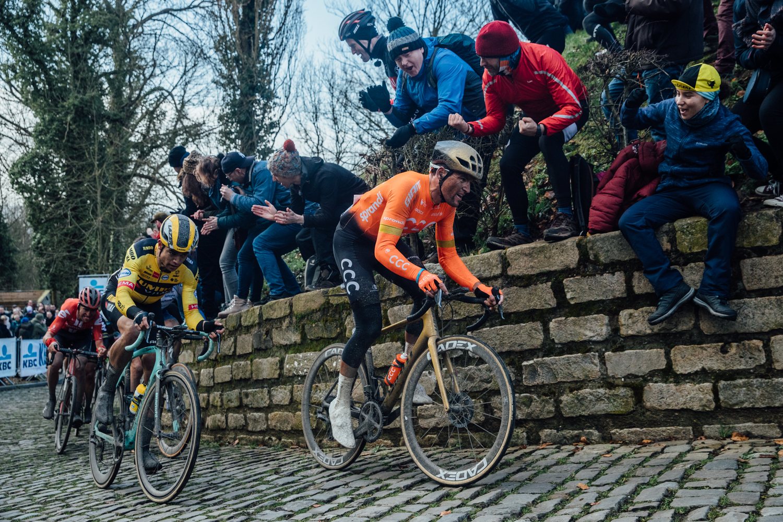 Greg van Avermaet při skutečném závodě, únorové klasice Omloop Het Nieuwsblad. Foto: CCC Team