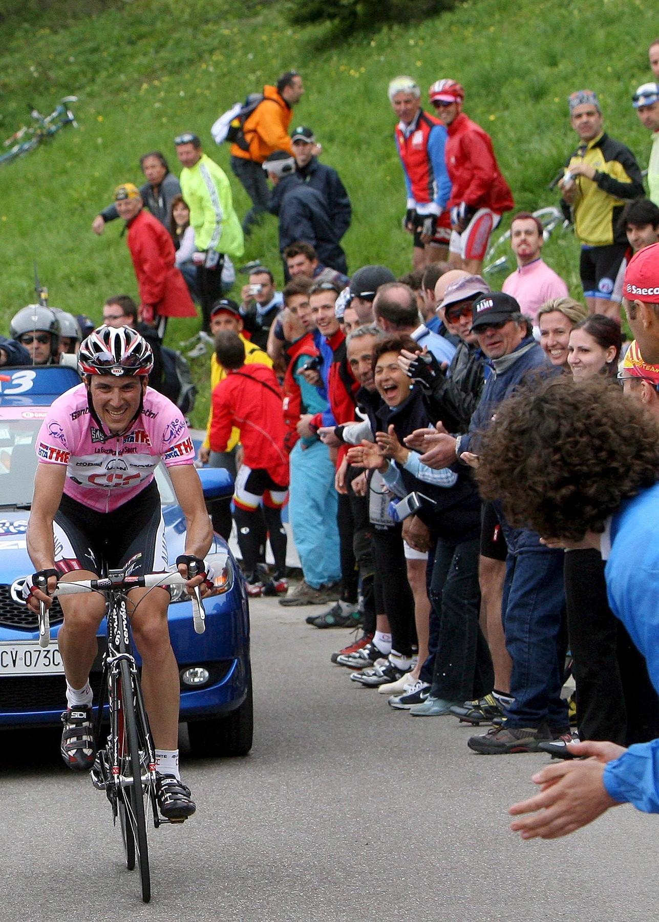 Ital Ivan Basso při stoupání na Monte Bondone v růžovém dresu při Giru 2006. Foto: profimedia