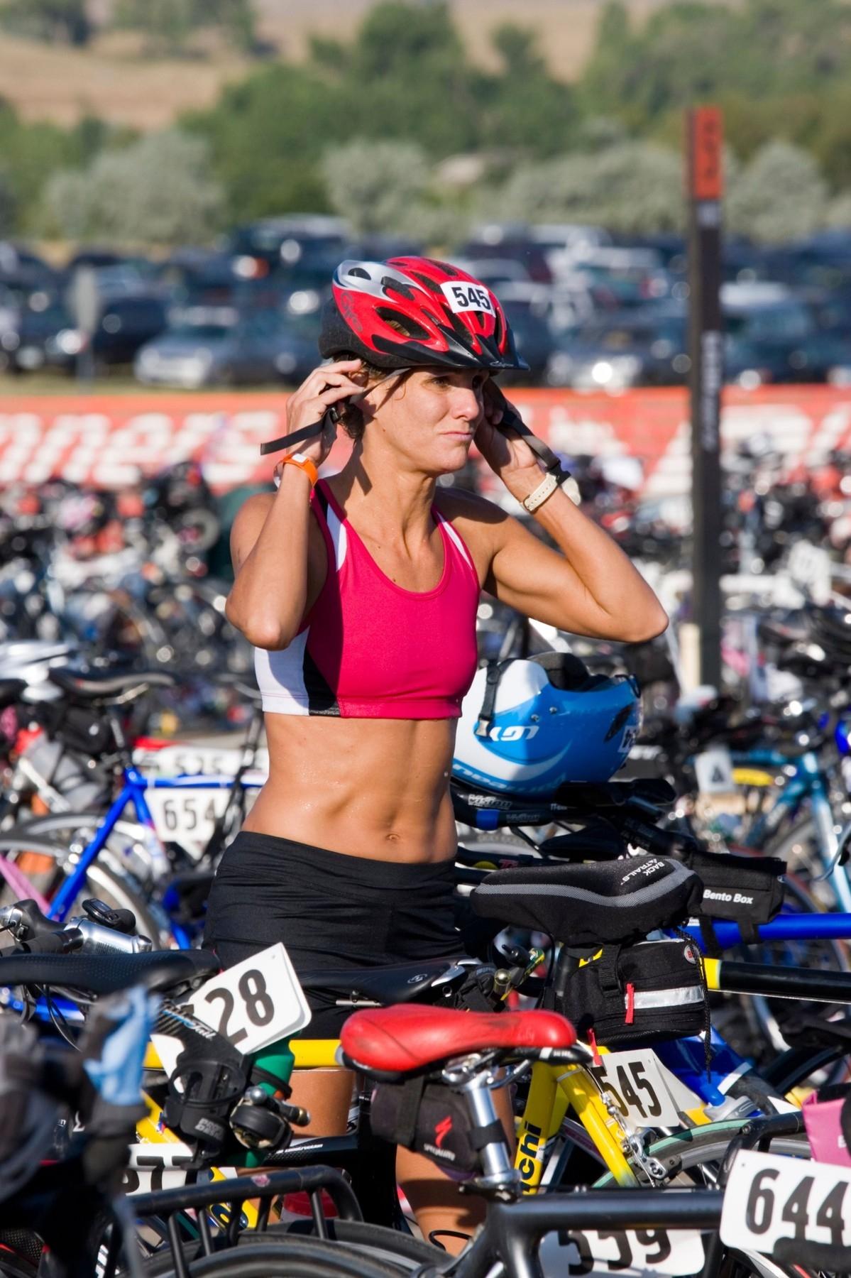 Sportovní podprsenka je u žen základ pro cyklistiku. Rozhodně nepoužívejte klasické spodní prádlo. Foto: profimedia