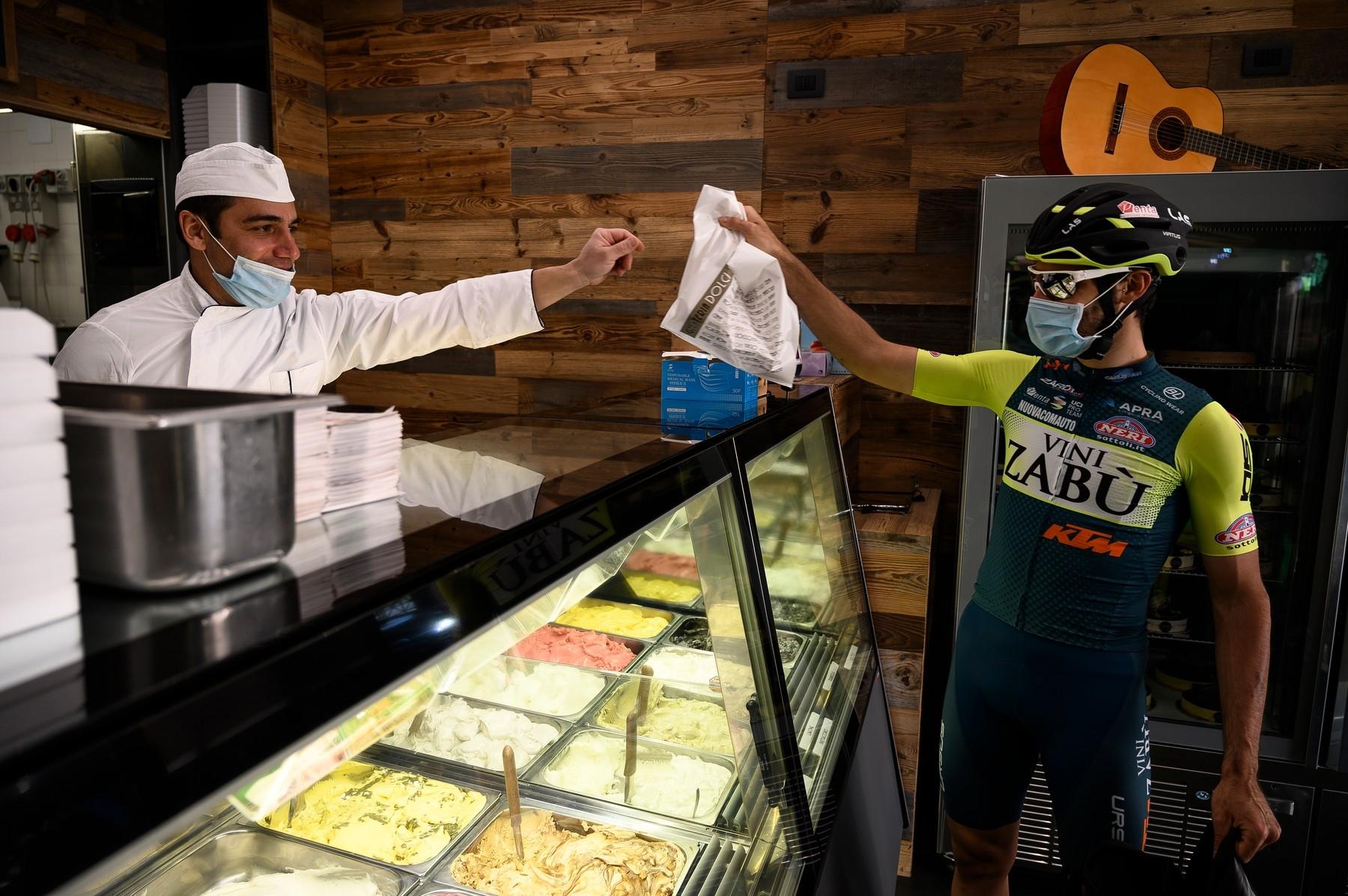 Profesionál Umberto Marengo v době pandemie koronaviru rozvážel v rodné zemi jídlo. Foto: profimedia