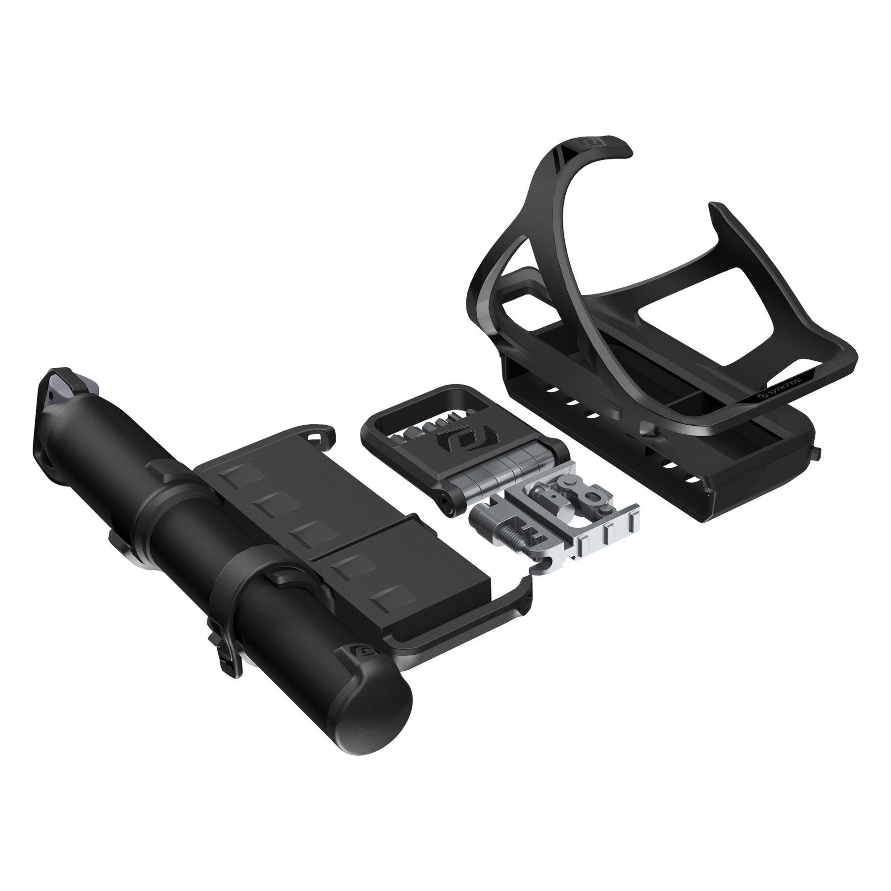 Syncros a jeho důmyslné řešení uložení potřeb pro cyklistu pod košík na bidon.