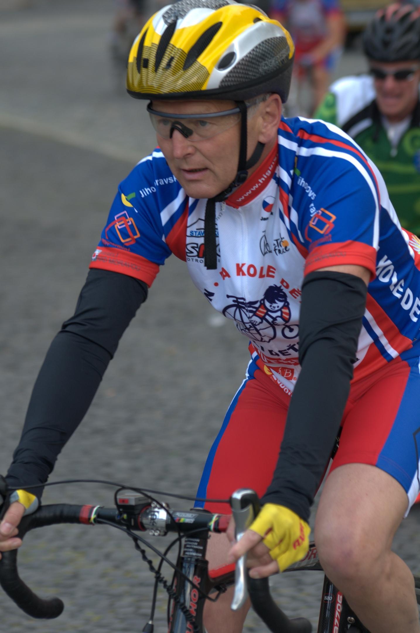 Jan Pirk v sedle kola během cyklotour Na kole dětem. Foto: archiv Jana Pirka