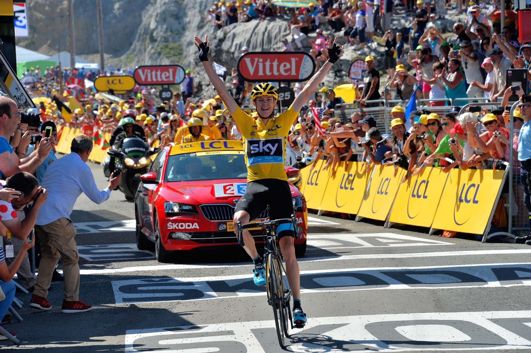 Žlutý trikot a tisíce diváků patří neodmyslitelně k Tour de France. Fanoušci však letos zřejmě budou muset přijmout jistá omezení v důsledku pandemie koronaviru. Foto: profimedia