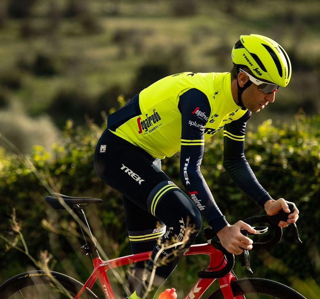 Vincenzo Nibali ladí formu raději se startovním číslem v ostrém závodu. Foto: instagram