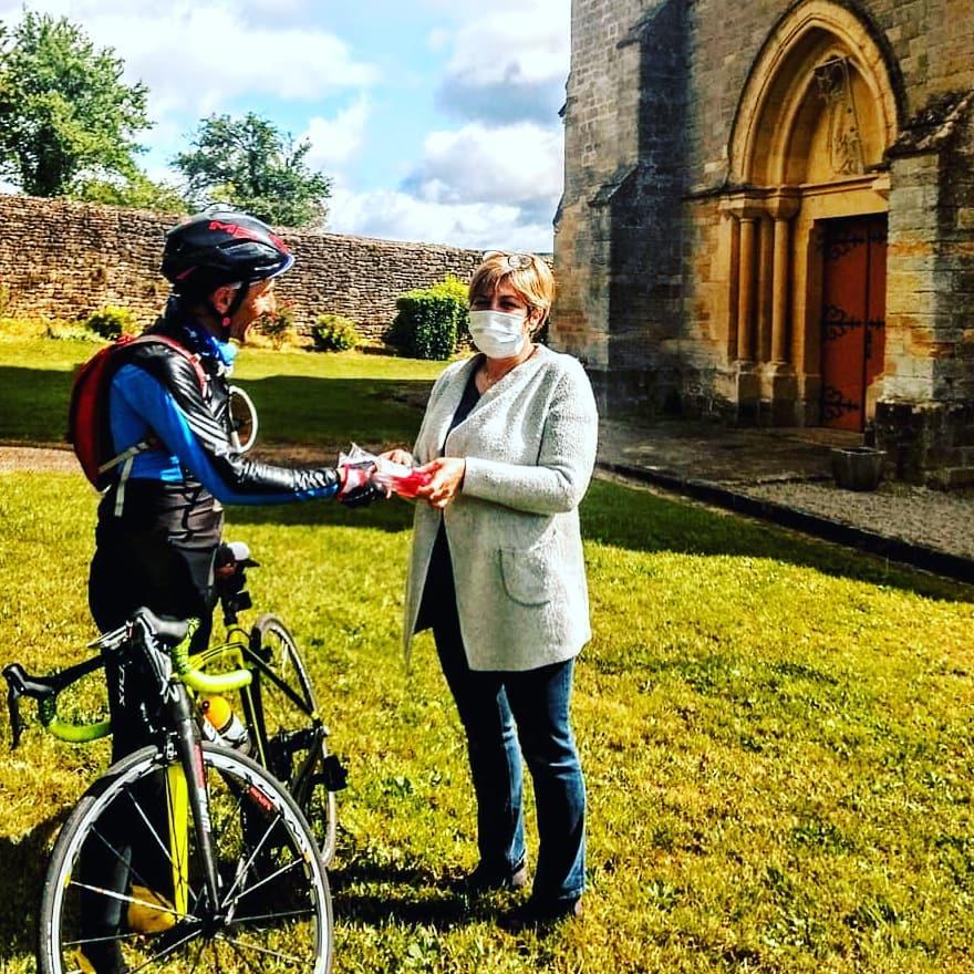 Miguel Martinez v době pandemie koronaviru stejně jako mnozí další cyklisté rozvážel jídlo a další potřebné věci. Foto: instagram Miguel Martinez