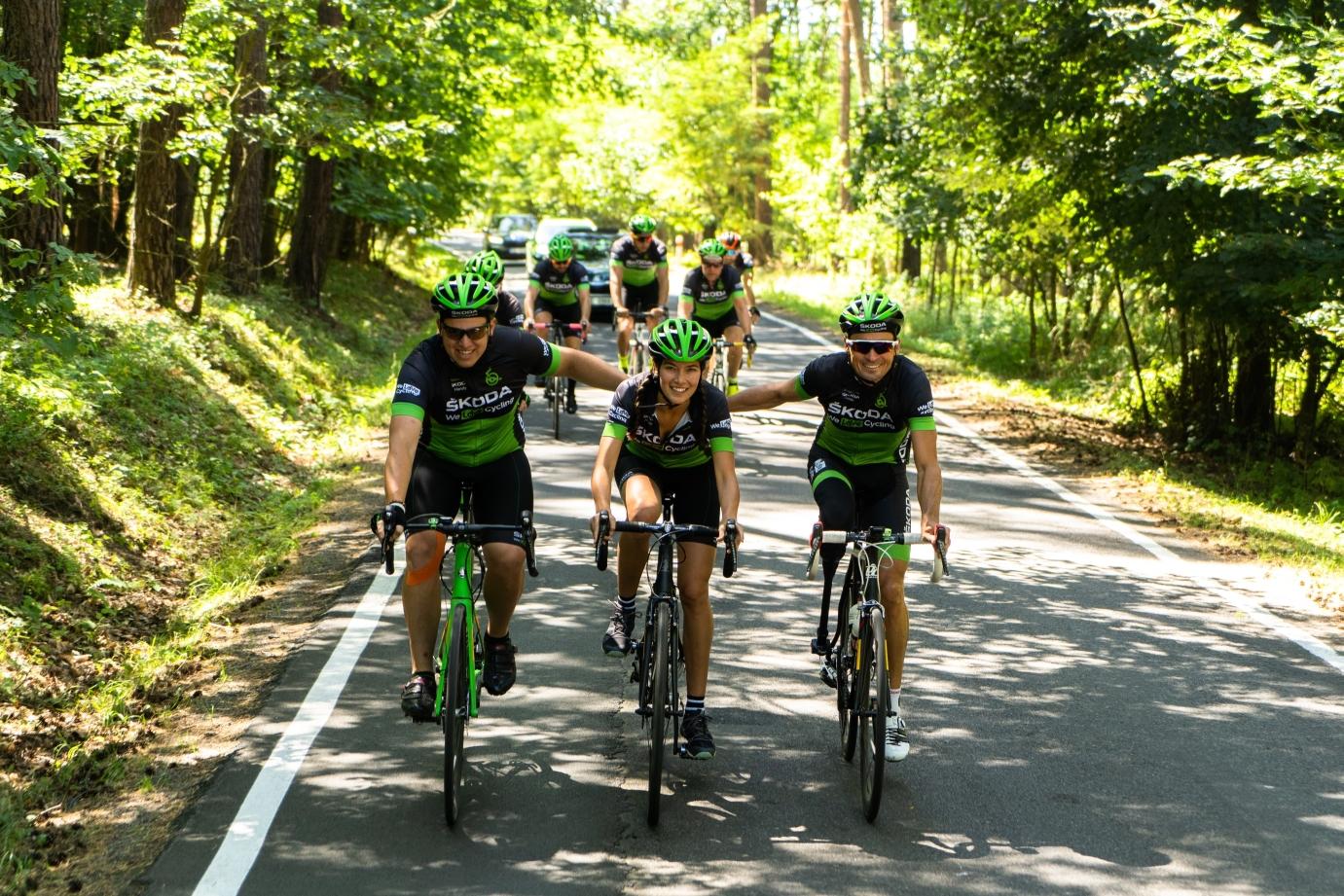 Tým We Love Cycling v závěrečných kilometrech 8. ročníku Metrostav Handy Cyklomaratonu.