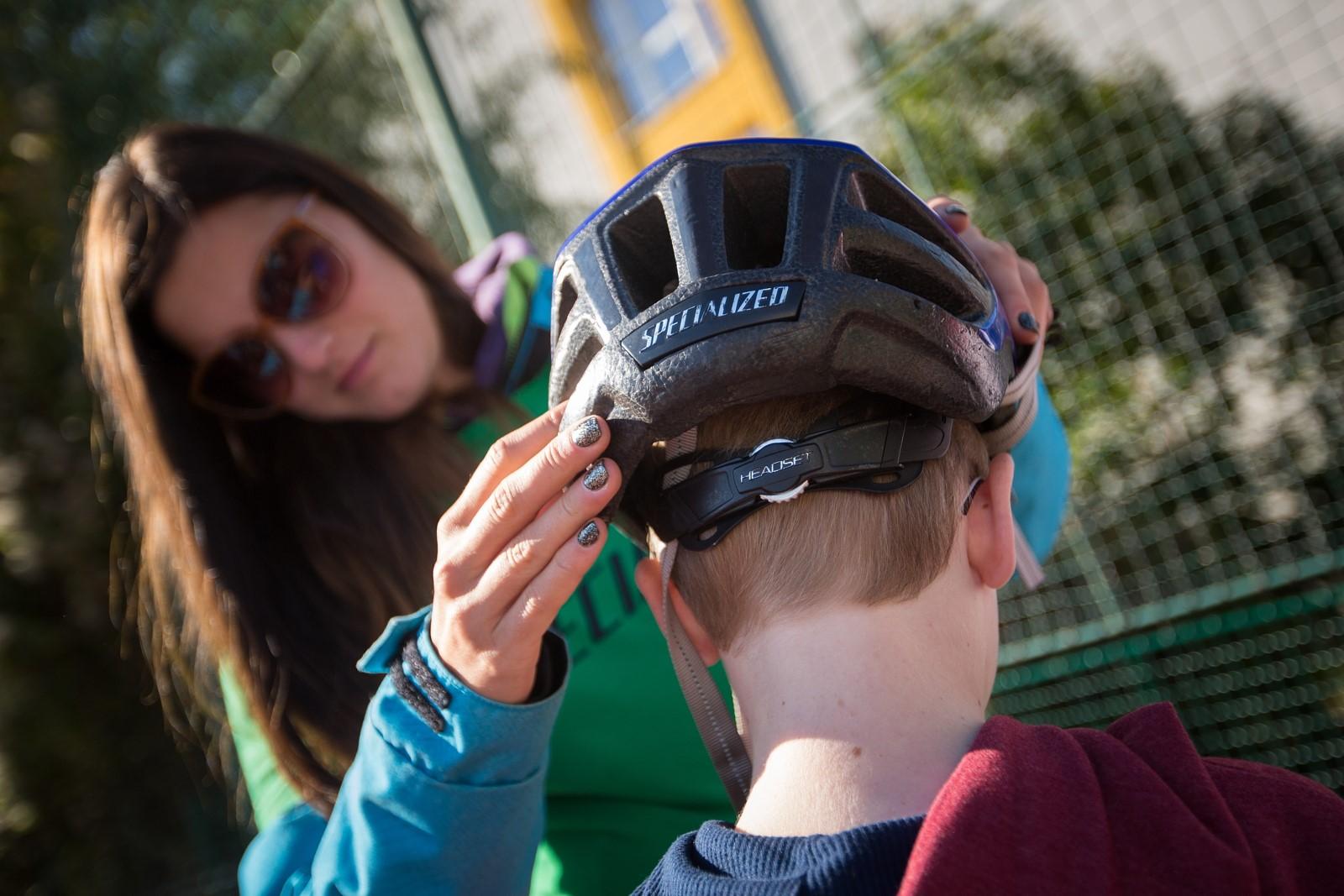 V případě dětské helmy hlavně dbejte, aby přilba správně seděla. Foto: Michal Červený