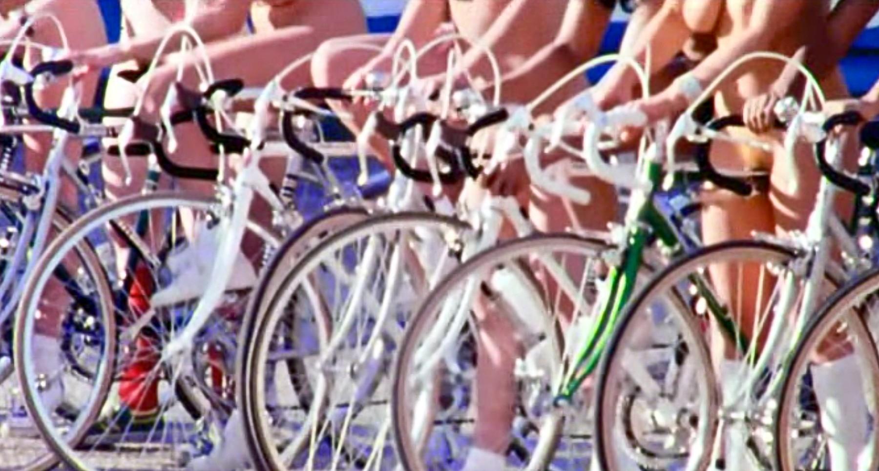 Pomyslný závod nahých cyklistek byl v mnoha zemích zakázán. Ale skupina Queen nápad několikrát oživila. Foto: profimedia
