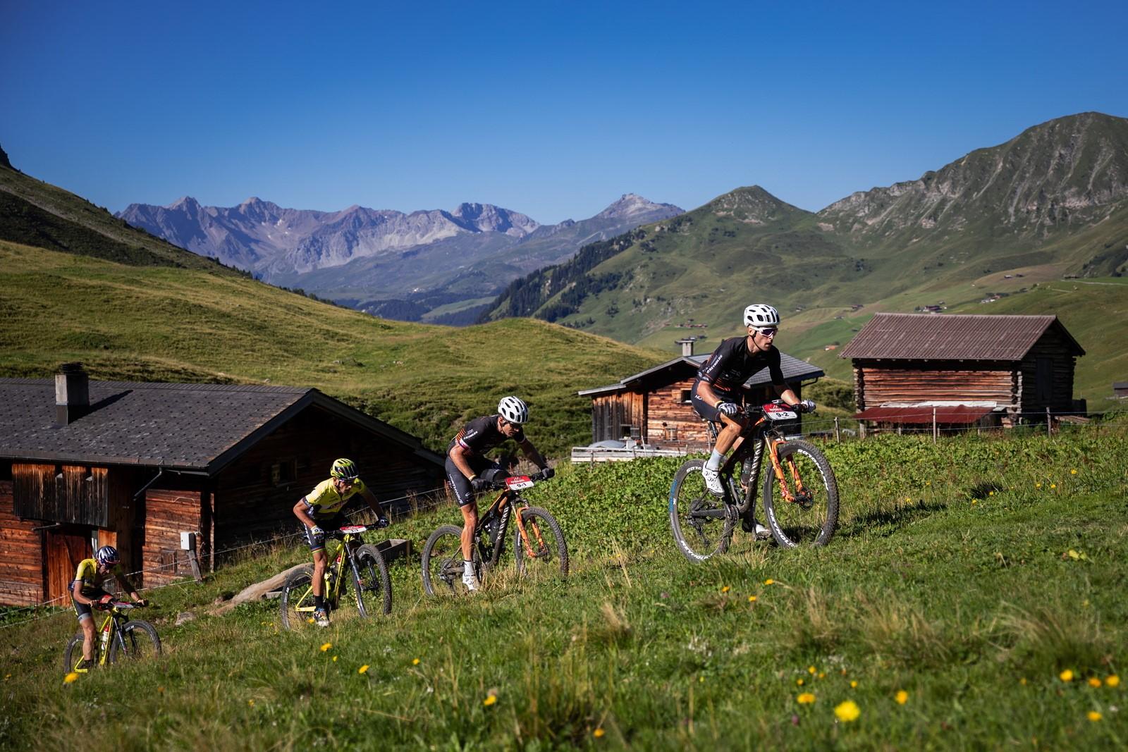 Martin Stošek a Kristian Hynek při bikovém závodě Swiss Epic 2020. Foto: Michal Červený