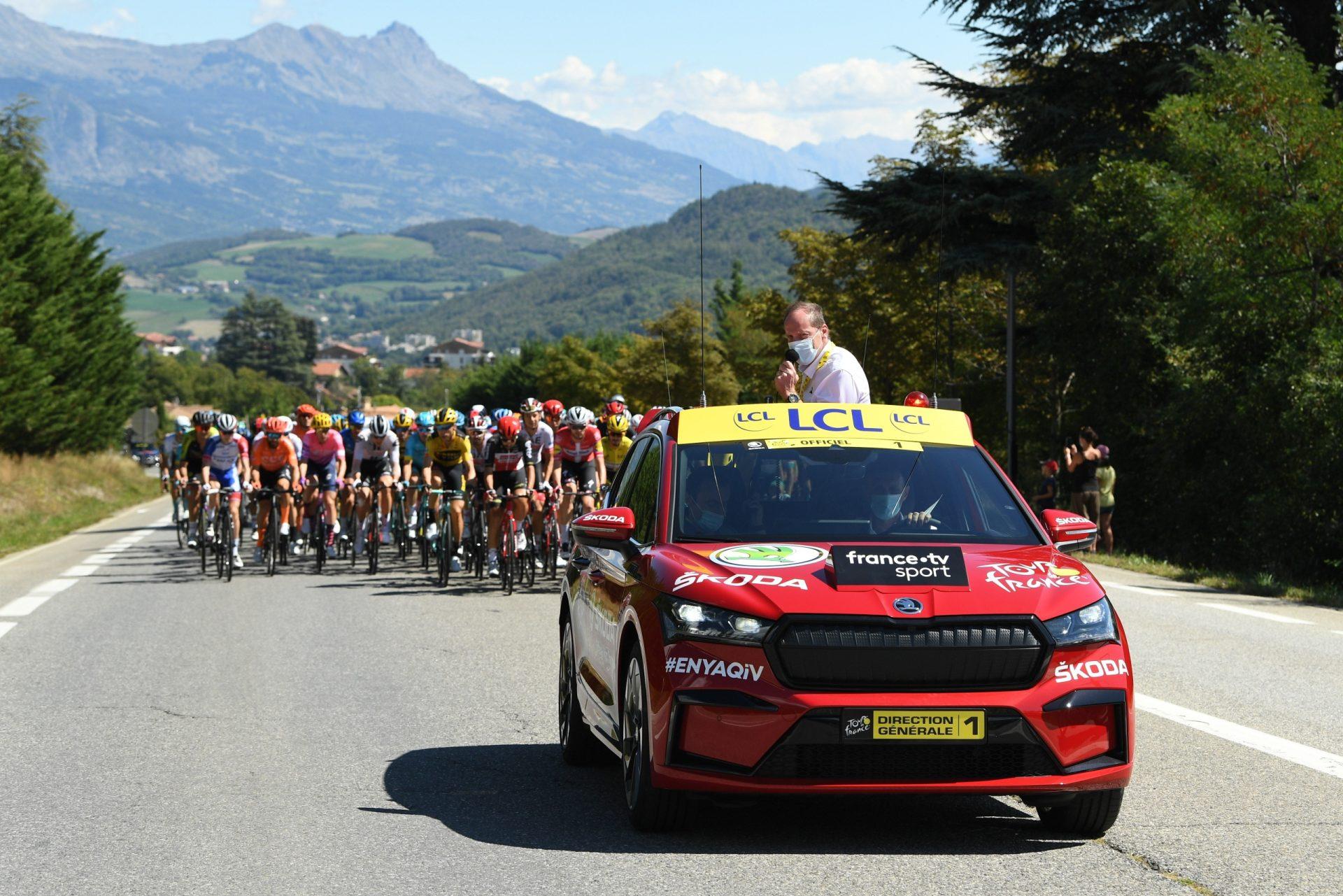 """Enyaq byl hlavní """"tváří"""" vybraných etap Tour de France ročníku 2020."""