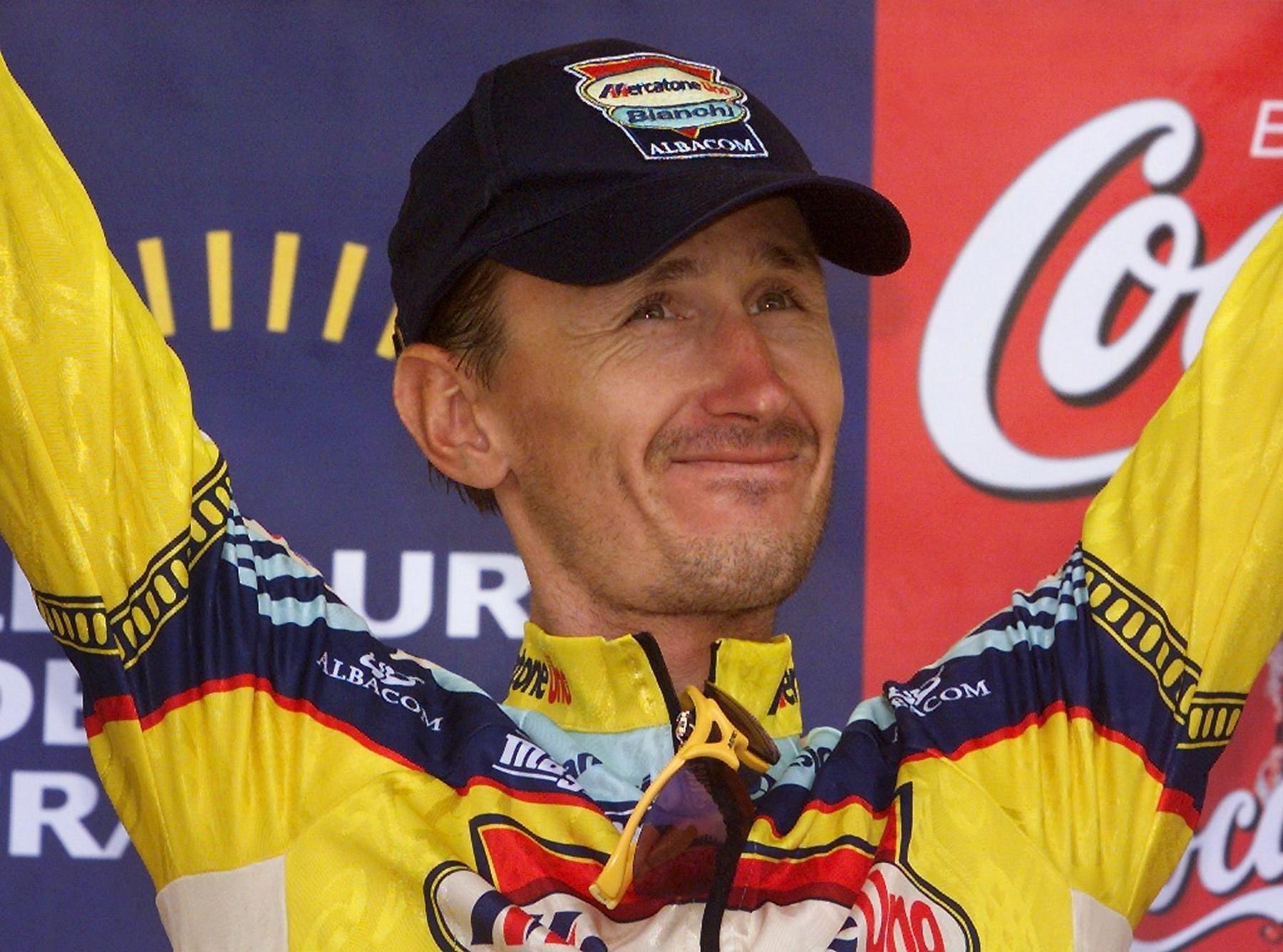Dimitrij Konyšev po jednom z triumfů na Tour de France, z nichž první slavil hned při debutu v roce 1990. Foto: profimedia