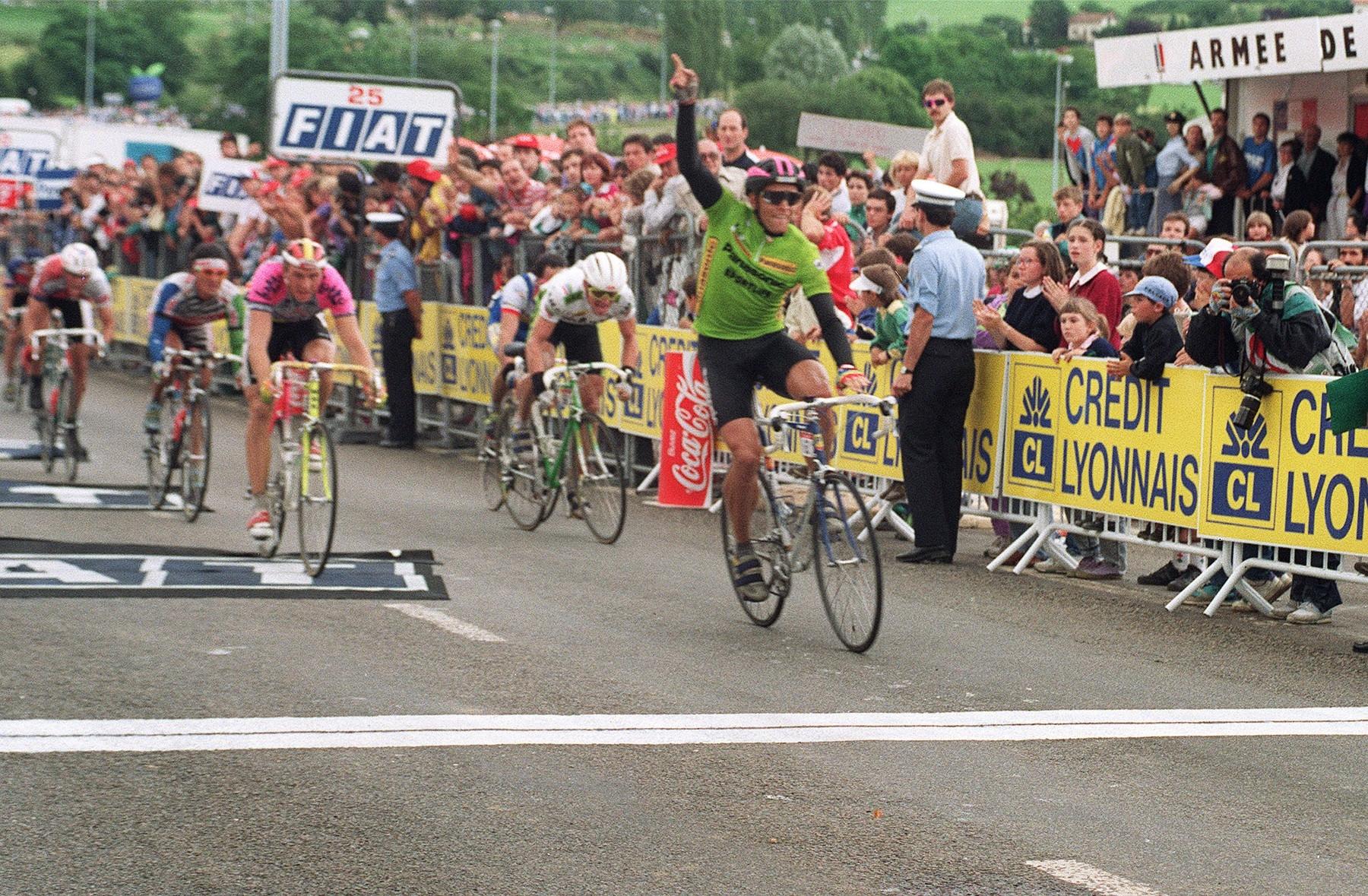 Olaf Ludwig slaví triumf v osmé etapě Tour de France 1990. Foto: profimedia