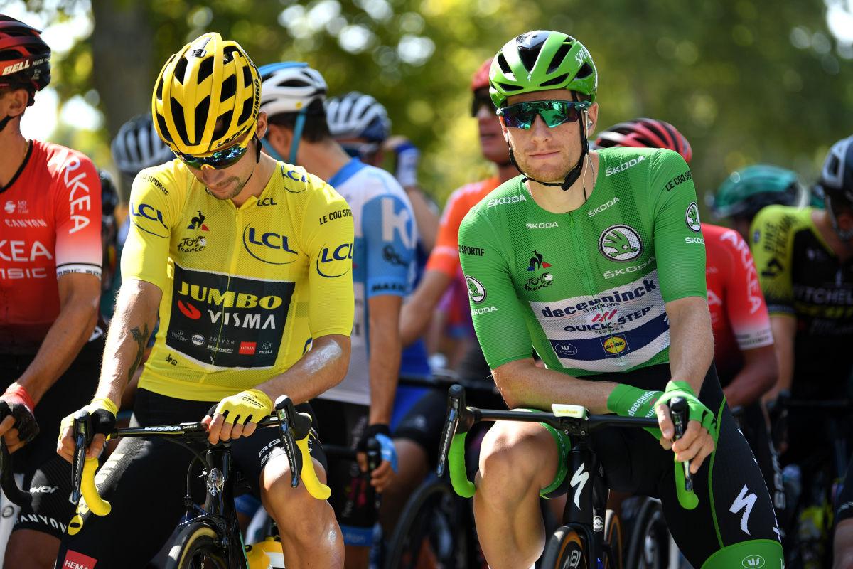 Primož Roglič ještě ve žlutém trikotu lídra Tour de France společně se Samem Bennetem coby lídrem bodovací soutěže. Foto: Tim De Waele/Getty-Images/Deceuninck Quick Step