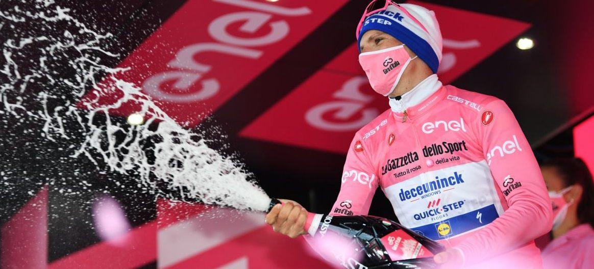 Roušky budou součástí pelotonu! Joao Almeida slaví držení růžového trikotu na Giru 2020. Foto: Deceuninck Quick Step/Getty Images