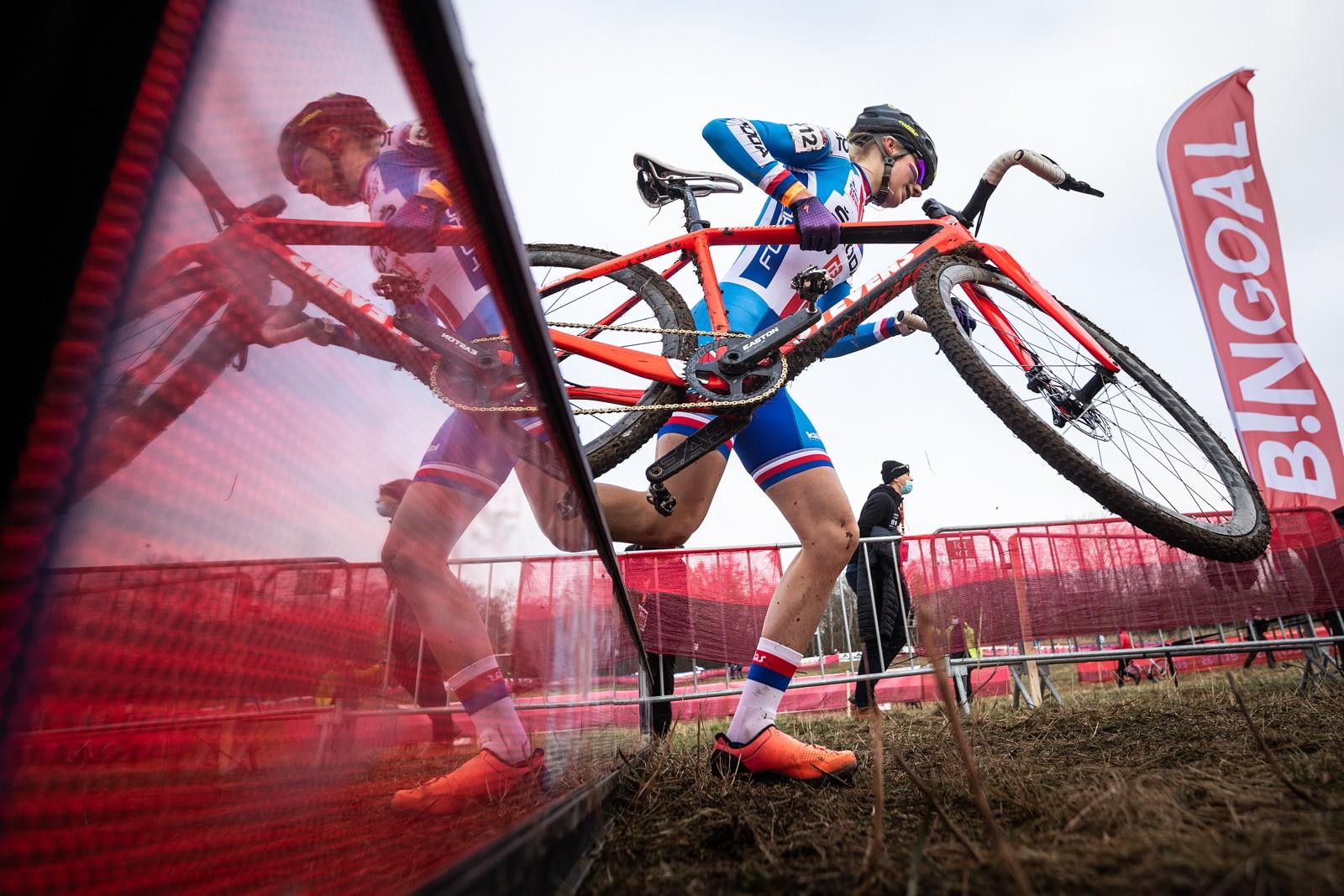 04 - V historicky prvním závodě světového poháru juniorek skončila Karolína Bedrníková na šestém místě.