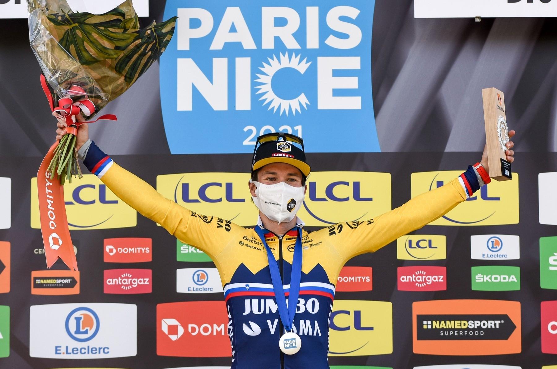 Primož Roglič se raduje z triumfu v šesté etapě závodu Paříž-Nice. Ač měl skvělou formu, celkový triumf mu souzen nebyl. Foto: profimedia