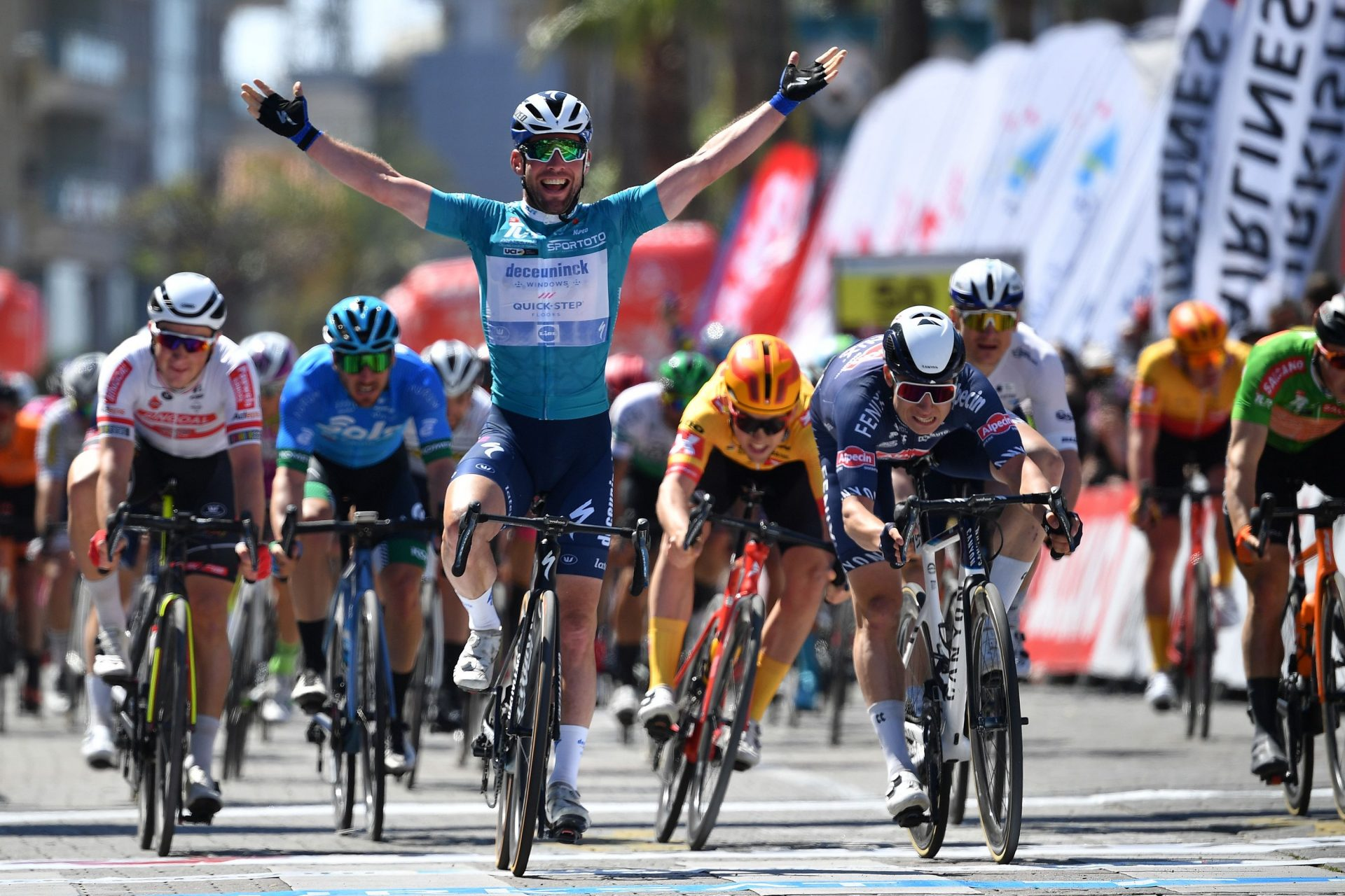 Mark Cavendish slavi etapové prvenství při závodě Kolem Turecka. Foto: Stuart Franklin/Getty Images/Deceuninck QUick Step
