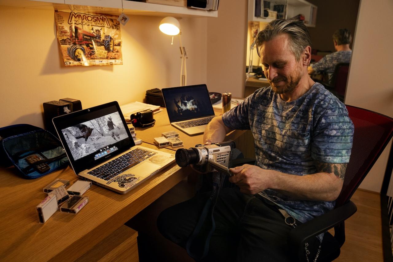 Michal Maroši se probírá archivem, který nashromáždil během výjimečné kariéry.