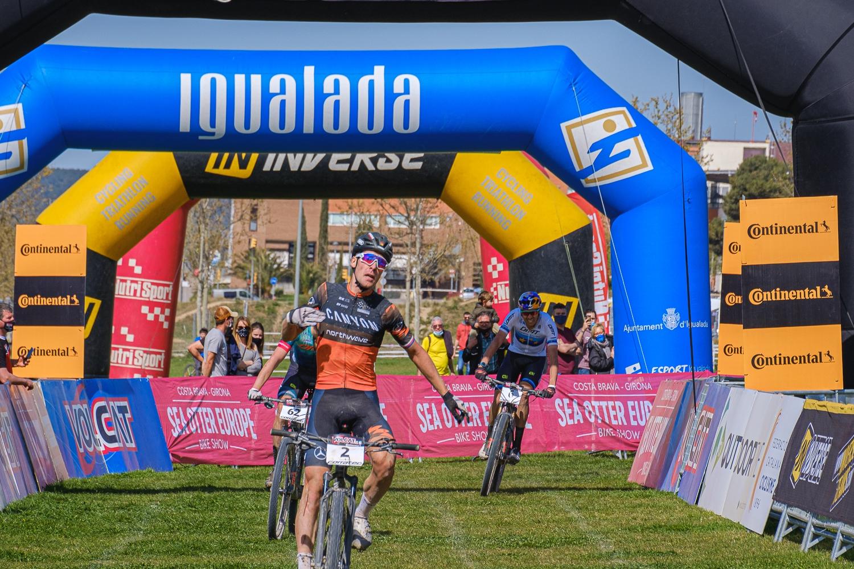 Martin Stošek a jeho radost z prvního vítězství v sezoně 2021 při etapovém závodě VolCat. Foto: Volcat