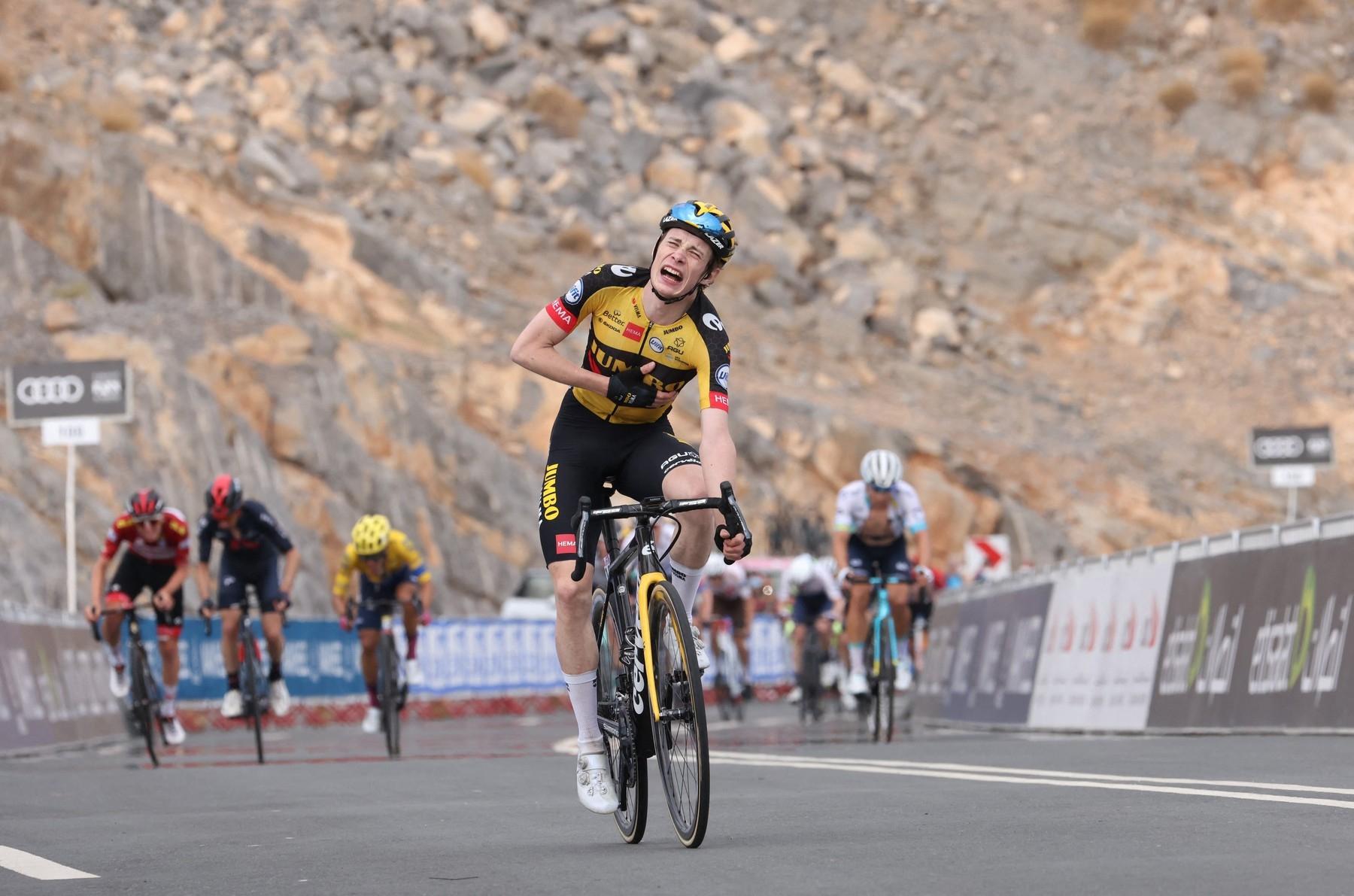 Jonas Vingegaard při triumfu v královské etapě závodu Kolem Emirátů 2021. Foto: profimedia