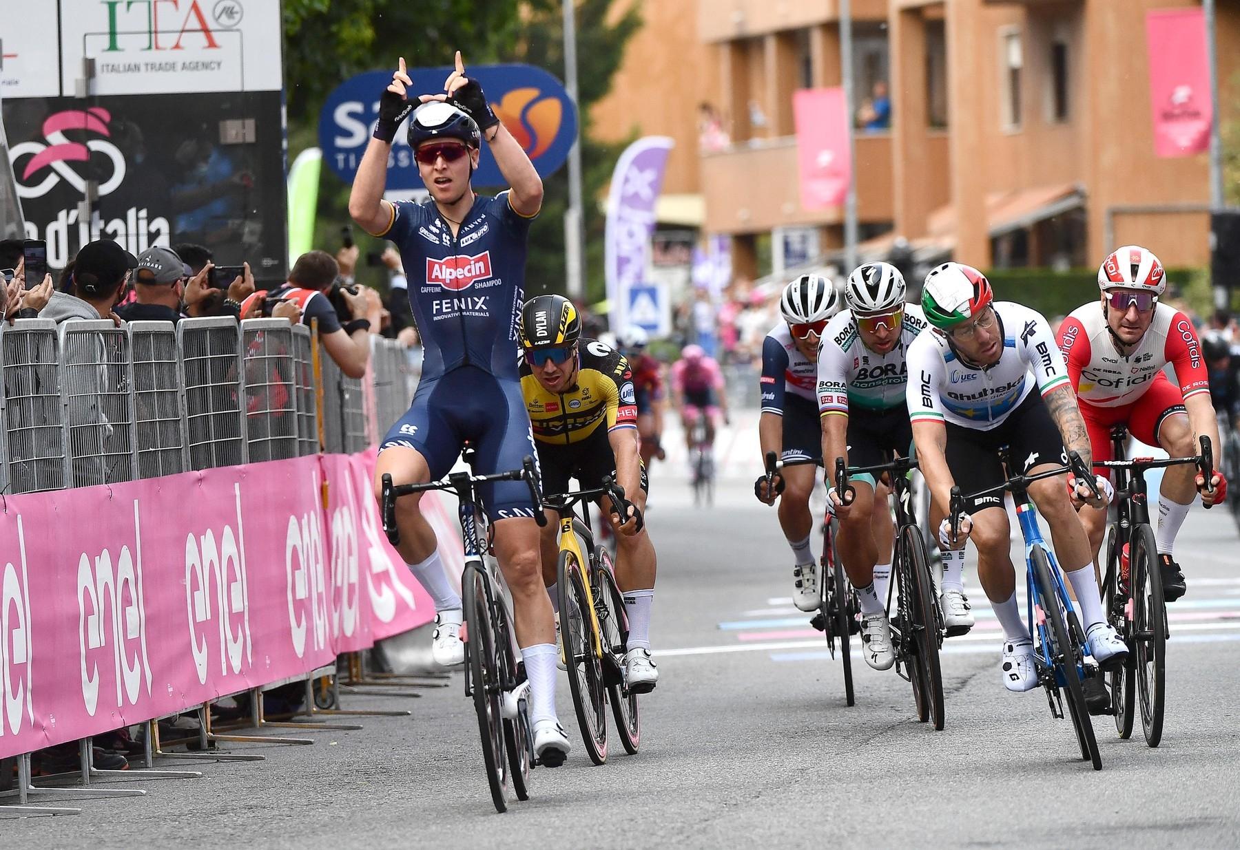 Tim Merlier a jeho triumf v druhé etapě italského Gira.