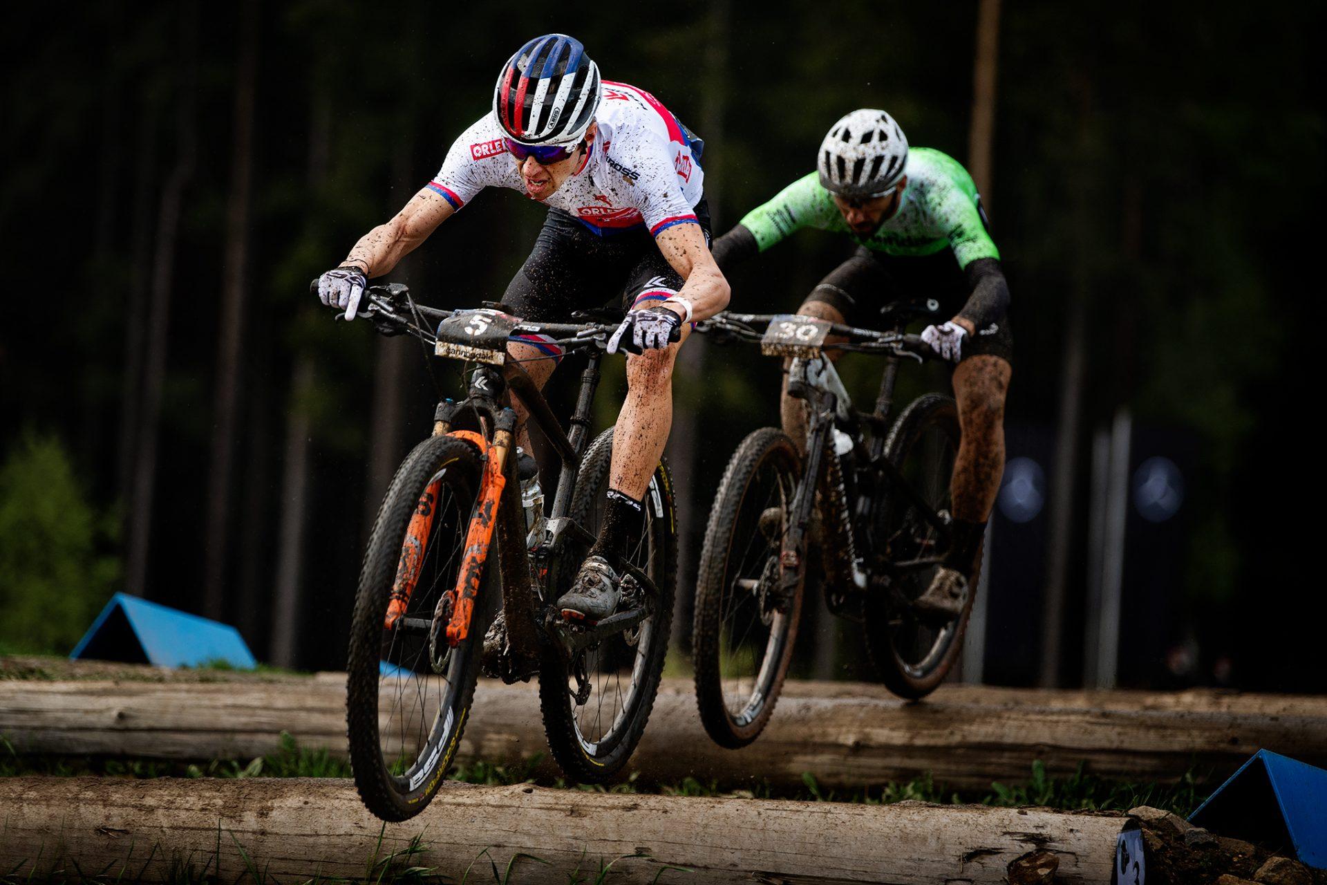 Ondřej Cink během short tracku v Novém Městě na Moravě, kde skončil patnáctý. Foto: Robin Nevřala
