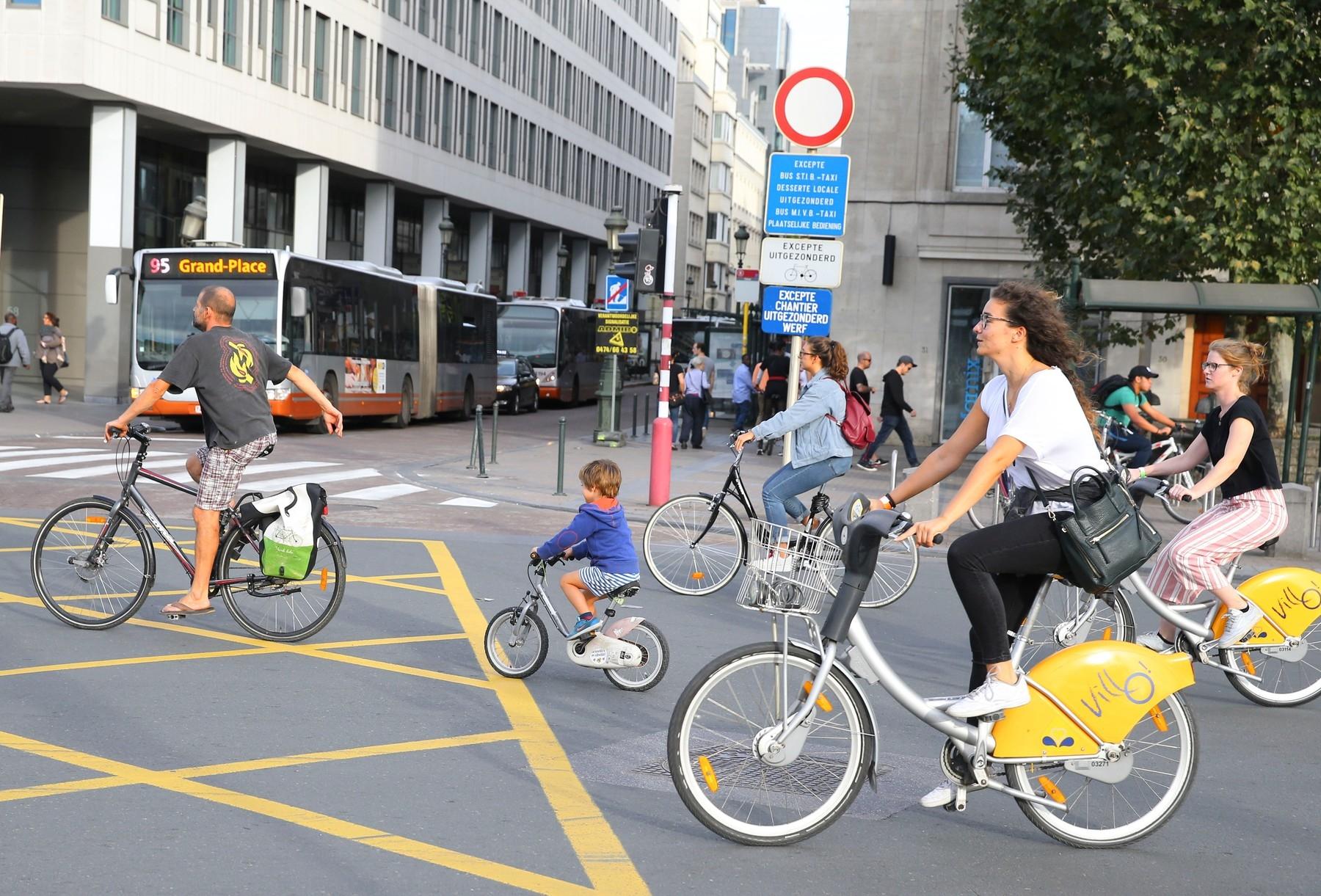 Zelená cyklistika? Mnohá města pravidelně organizují den bez automobilů, kdy můžete ulice křižovat jen v sedle kola.