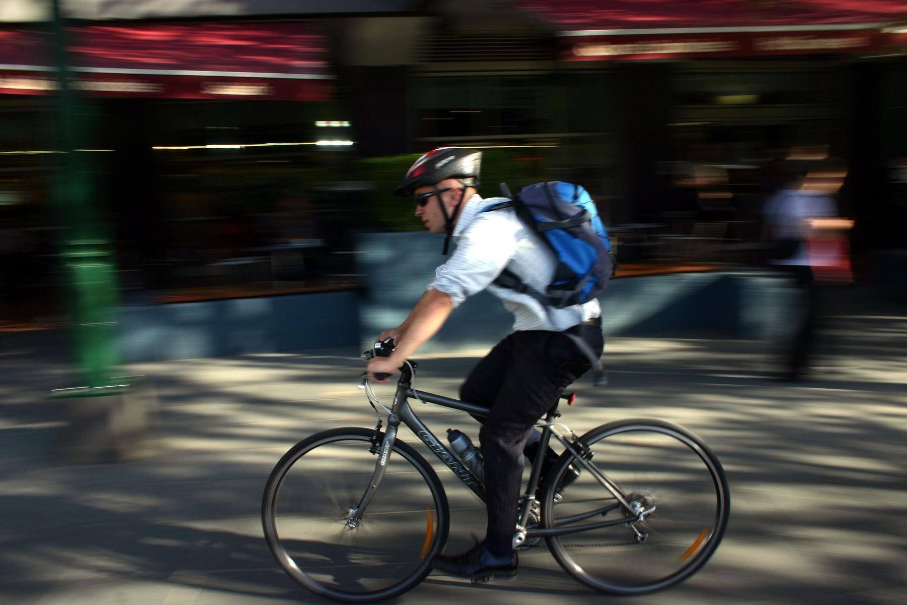 Zelená cyklistika? Vyrazit do práce na kole je pro klima rozhodně přívětivější než volit cestu autem. Foto: profimedia