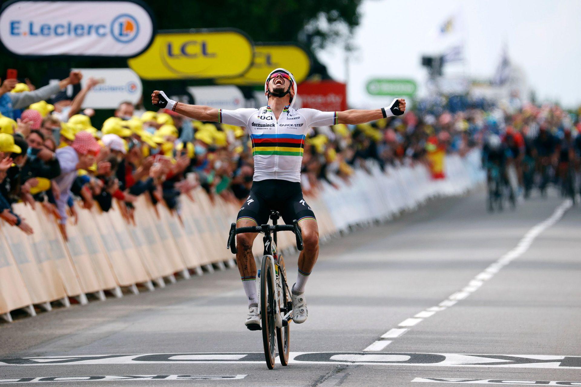 Julian Alaphilippe už do pokladničky týmu přispěl triumfem v etapě a minimálně jedním dnem ve žlutém trikotu. Foto: Tim de