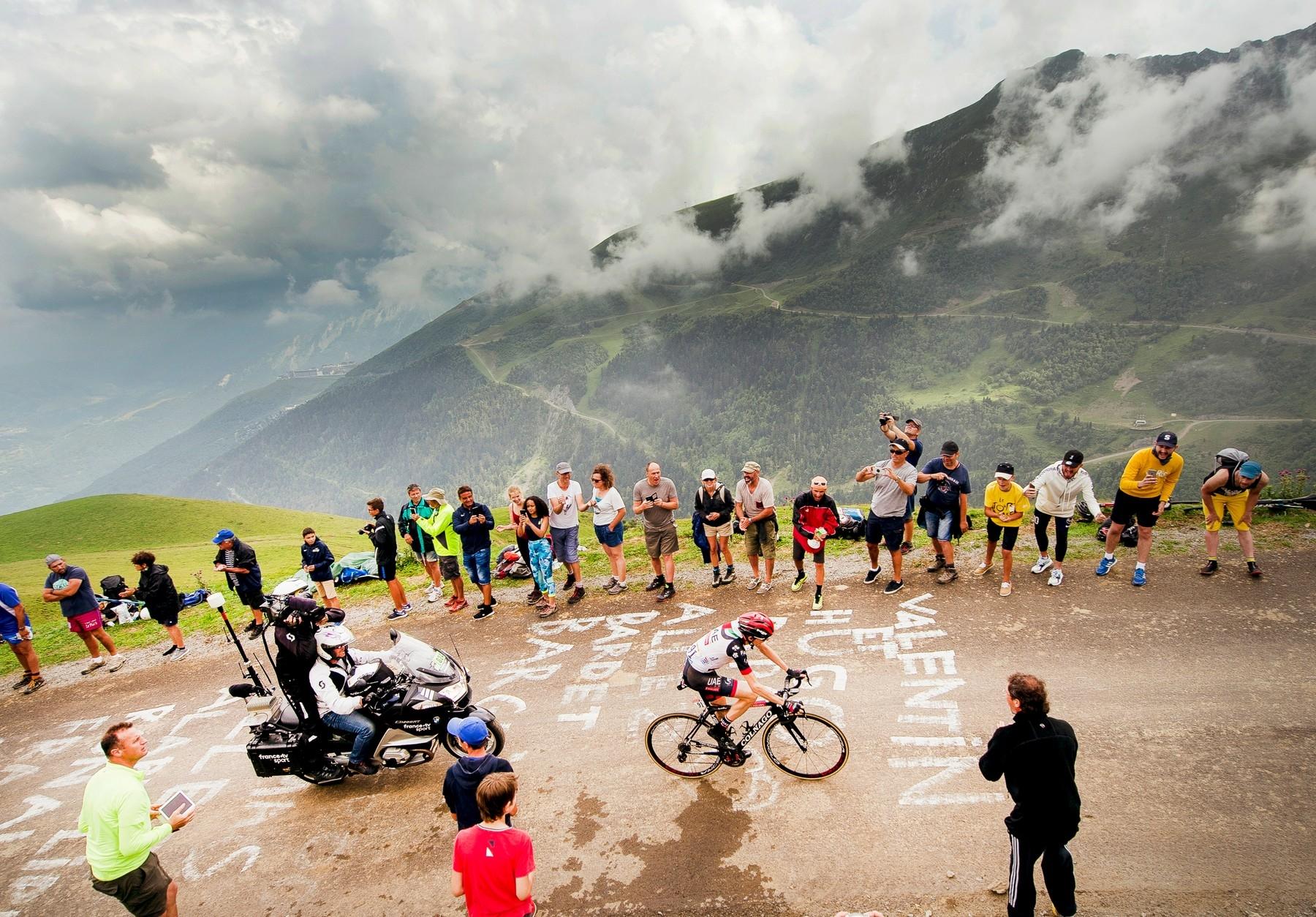 Col du Portet je postrachem cyklistů, přestože letos je v itineráři Tour de France teprve podruhé. Foto: profimedia (2x)