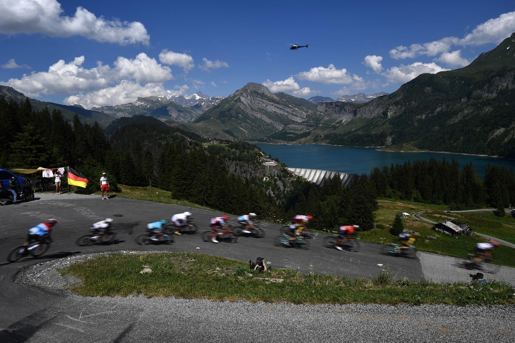 Cormet de Roselend, jeden z obávaných vrcholů Tour de France. Foto: profimedia (2x)