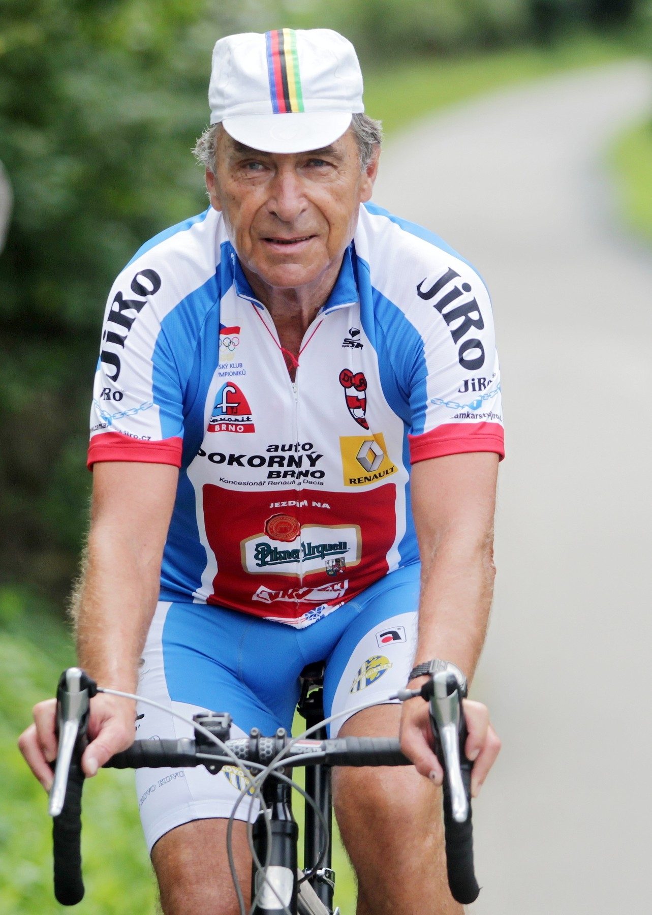 Jiří Daler je stále aktivní a pravidelně jezdí na kole. Foto: profimedia