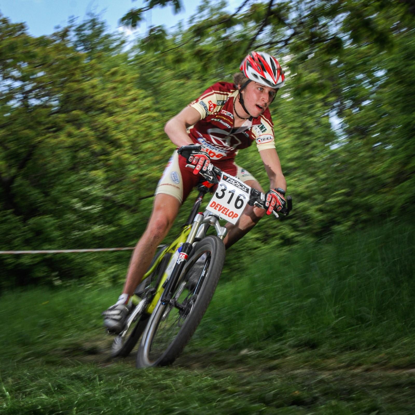 Ondřej Cink jako úplný zelenáč při závodě Českého poháru v Plzni 2008. Foto: Michal Červený (5x)