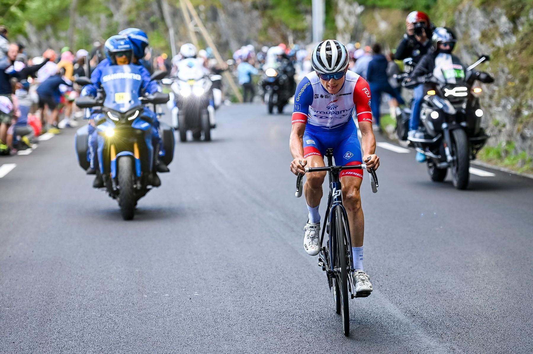 David Gaudu z týmu Groupama FDJ během Tour de France zkoušel štěstí z úniku opakovaně. Foto: profimedia (2x)