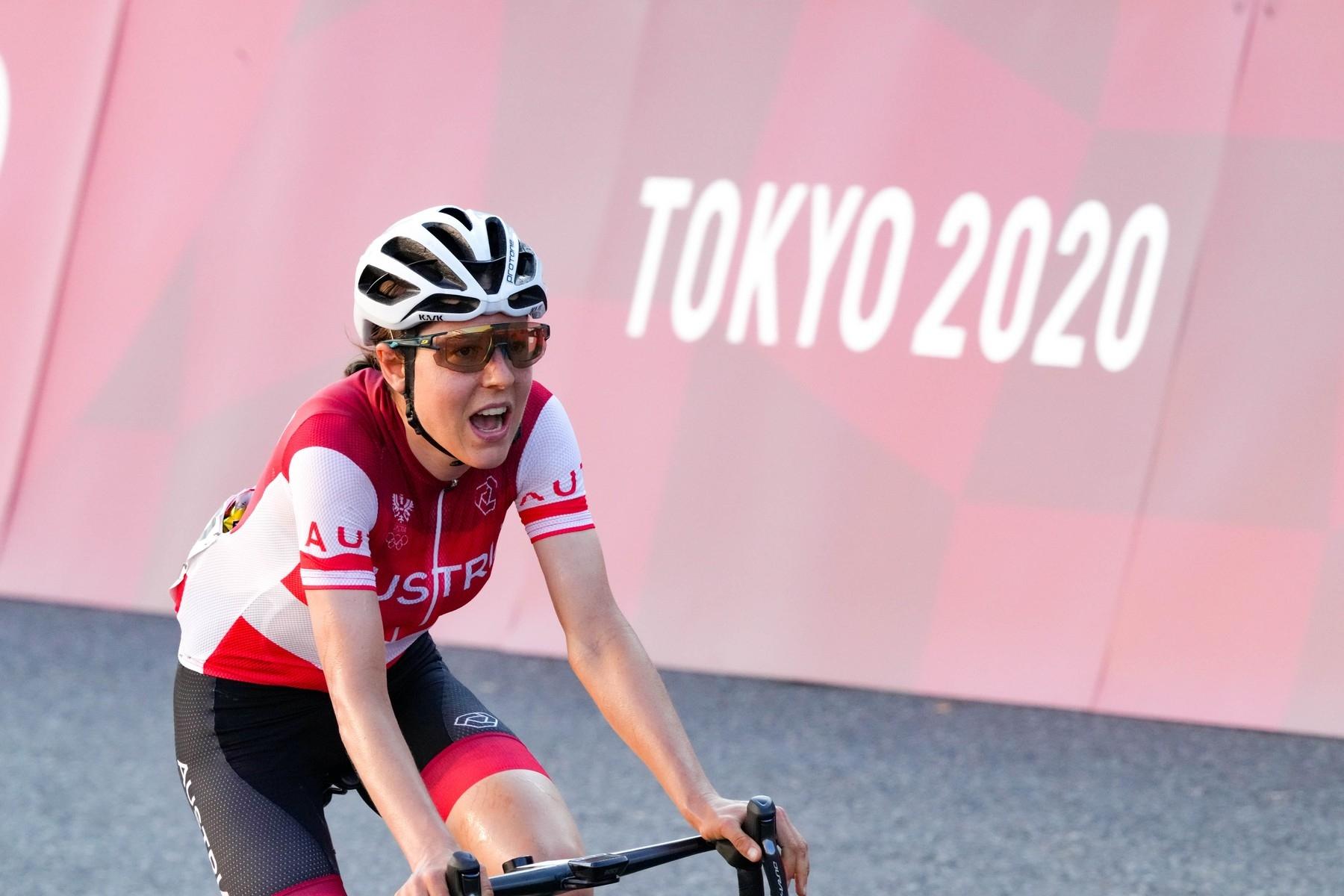 Anna Kiesenhoferová v Tokiu, ač amatérka, vybojovala zlatou olympijskou medaili. Foto: profimedia (3x)