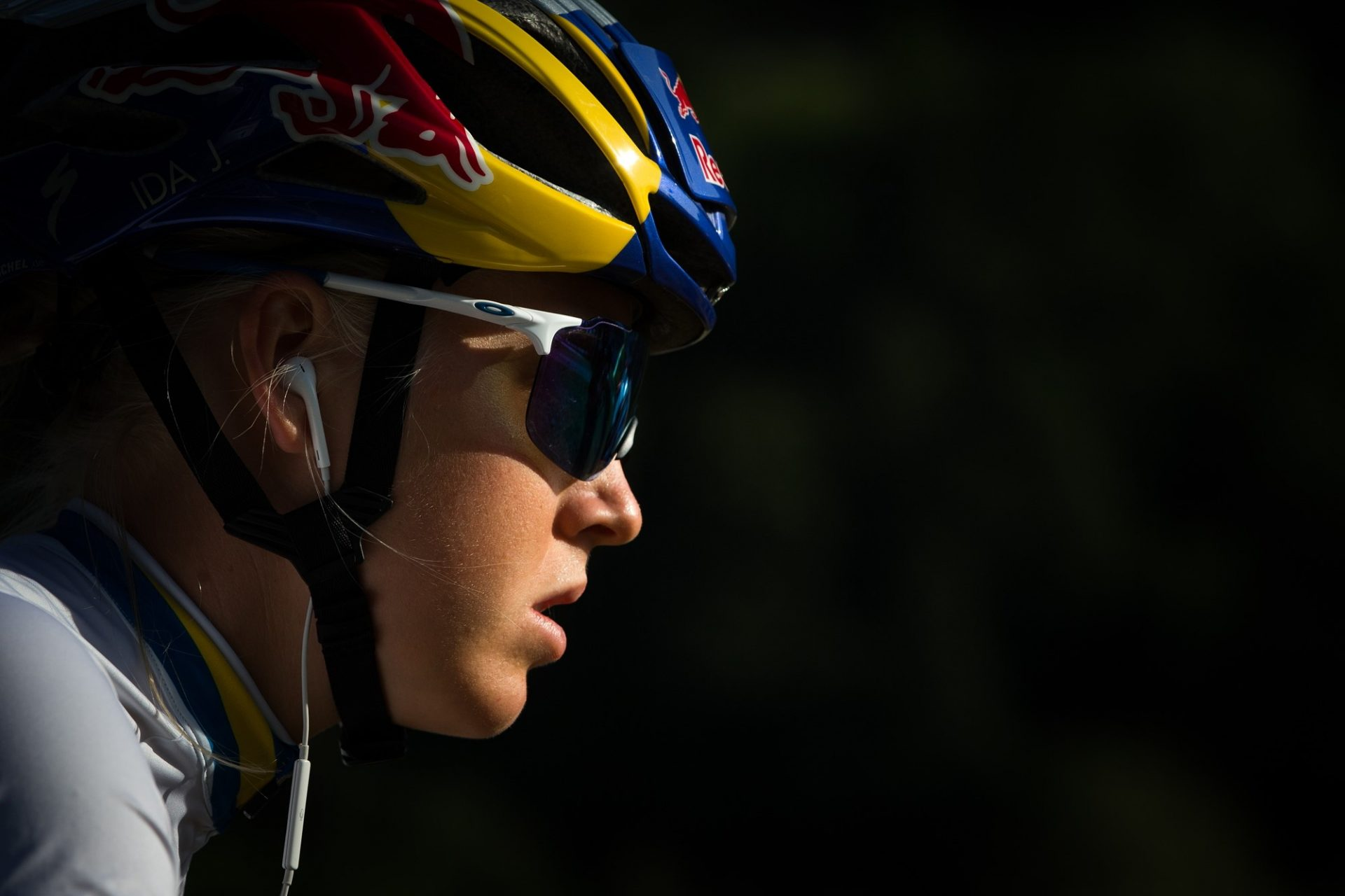 Sluchátka, respektive poslech muziky při jízdě na kole, představují obrovský nešvar. Foto: Michal Červený (3x)