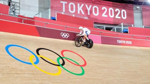 Tomáš Bábek v nové kombinéze pro olympijské hry na velodromu v Izu při prvním tréninku. Foto: archiv Tomáše Bábka