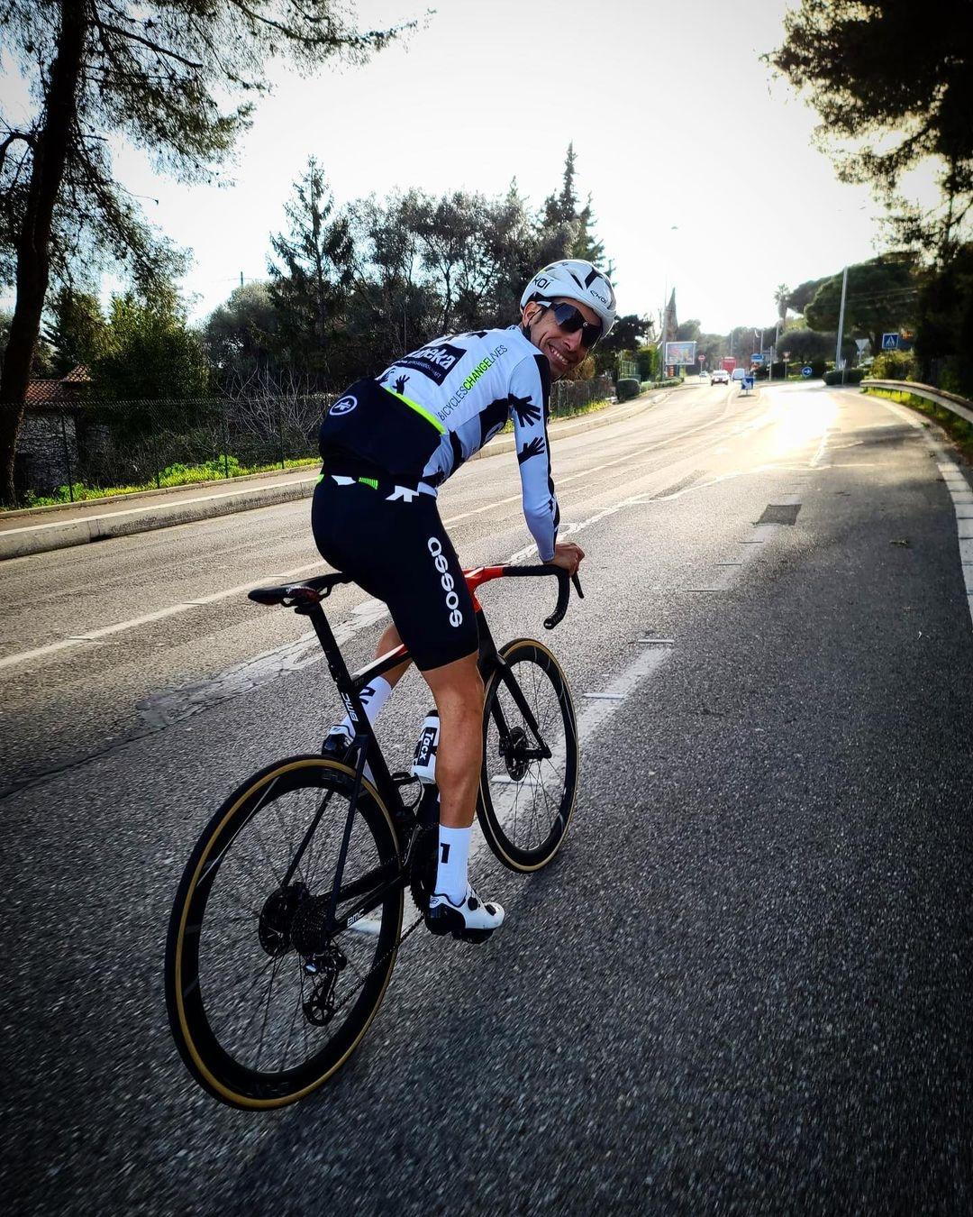 Fabio Aru v dresu týmu Quhebeka. Radost z cyklistiky se vrátila, i tak končí. Foto: instagram Fabio Aru