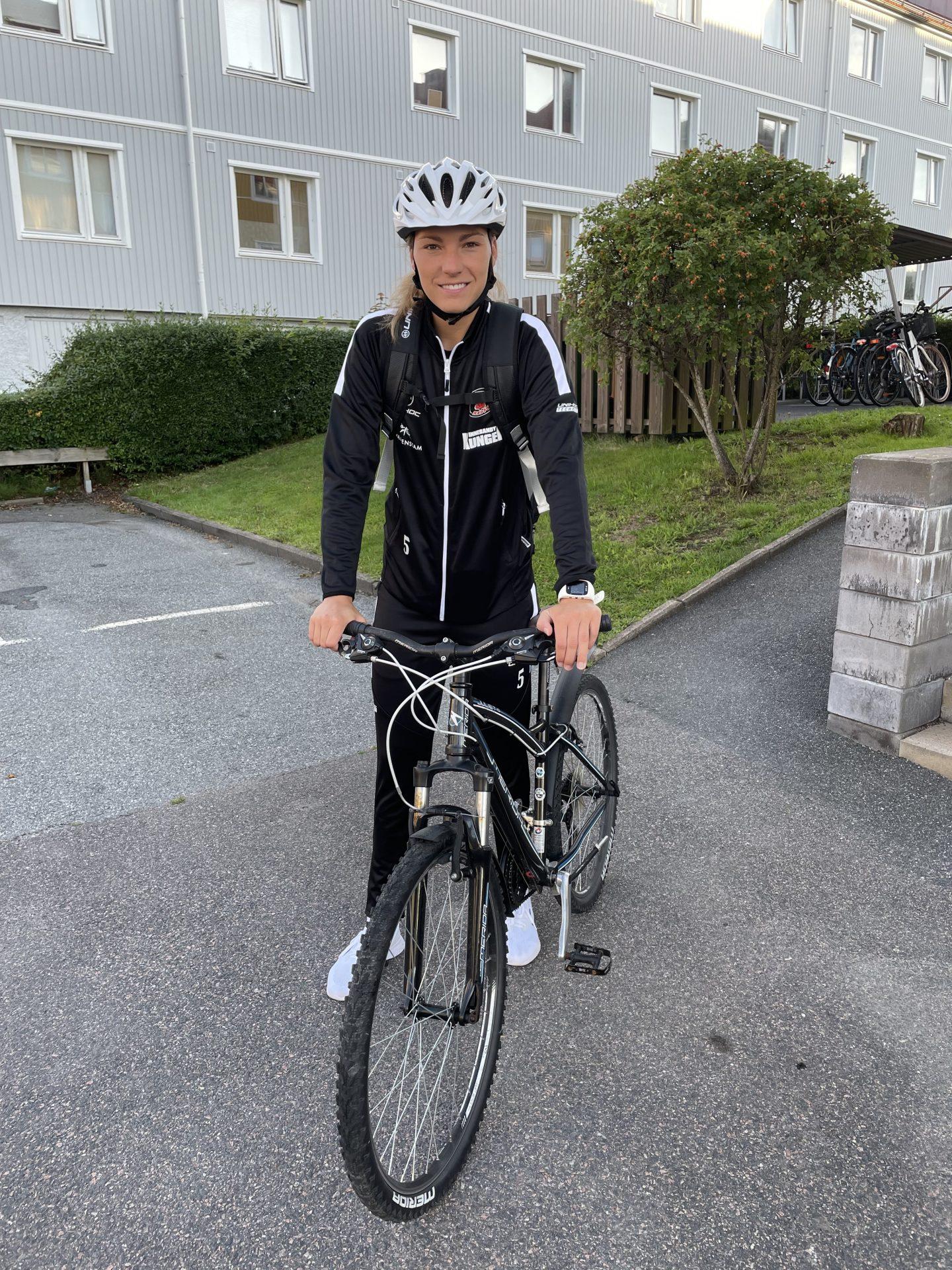 Eliška Krupnová využívá kolo ve Švédsku příležitostně jako dopravní prostředek. Foto: archiv Elišky Krupnové
