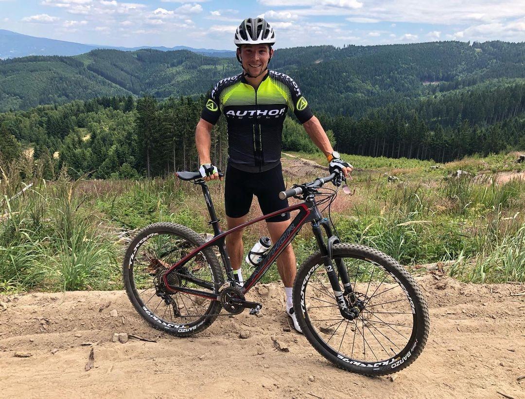 Jiří Prskavec si zamiloval jízdu na horském kole. Zejména kopce mu dělají radost. Foto: instagram Jiří Prskavec