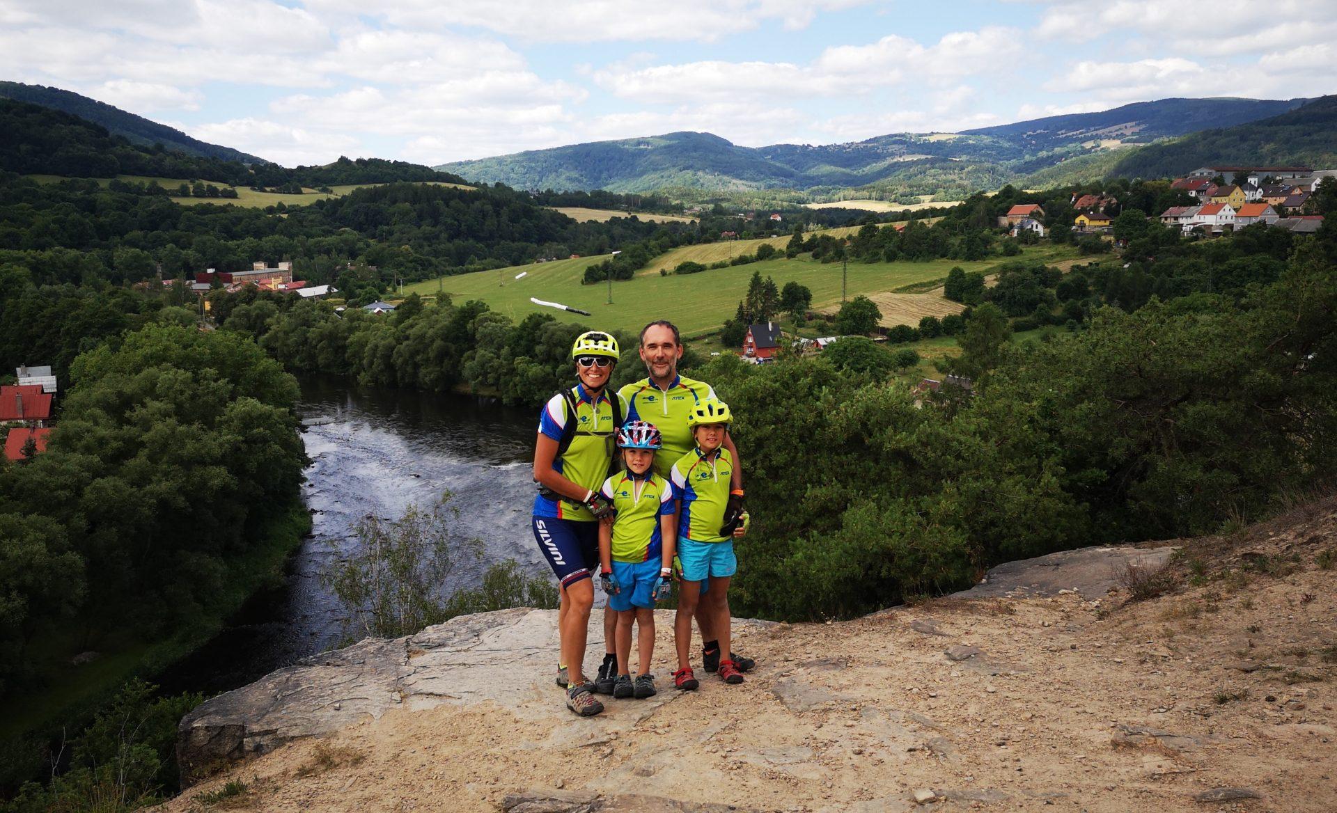 Rodina Urválkova, aneb jasný důkaz, že i s malými dětmi lze absolvovat dovolenou na kole.